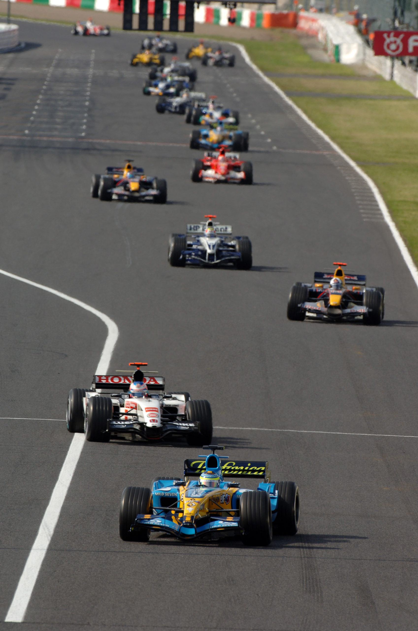 Giancarlo-Fisichella-in-second-place-at-the-start-of-the-2005-F1-Japanese-Grand-Prix-at-Suzuka