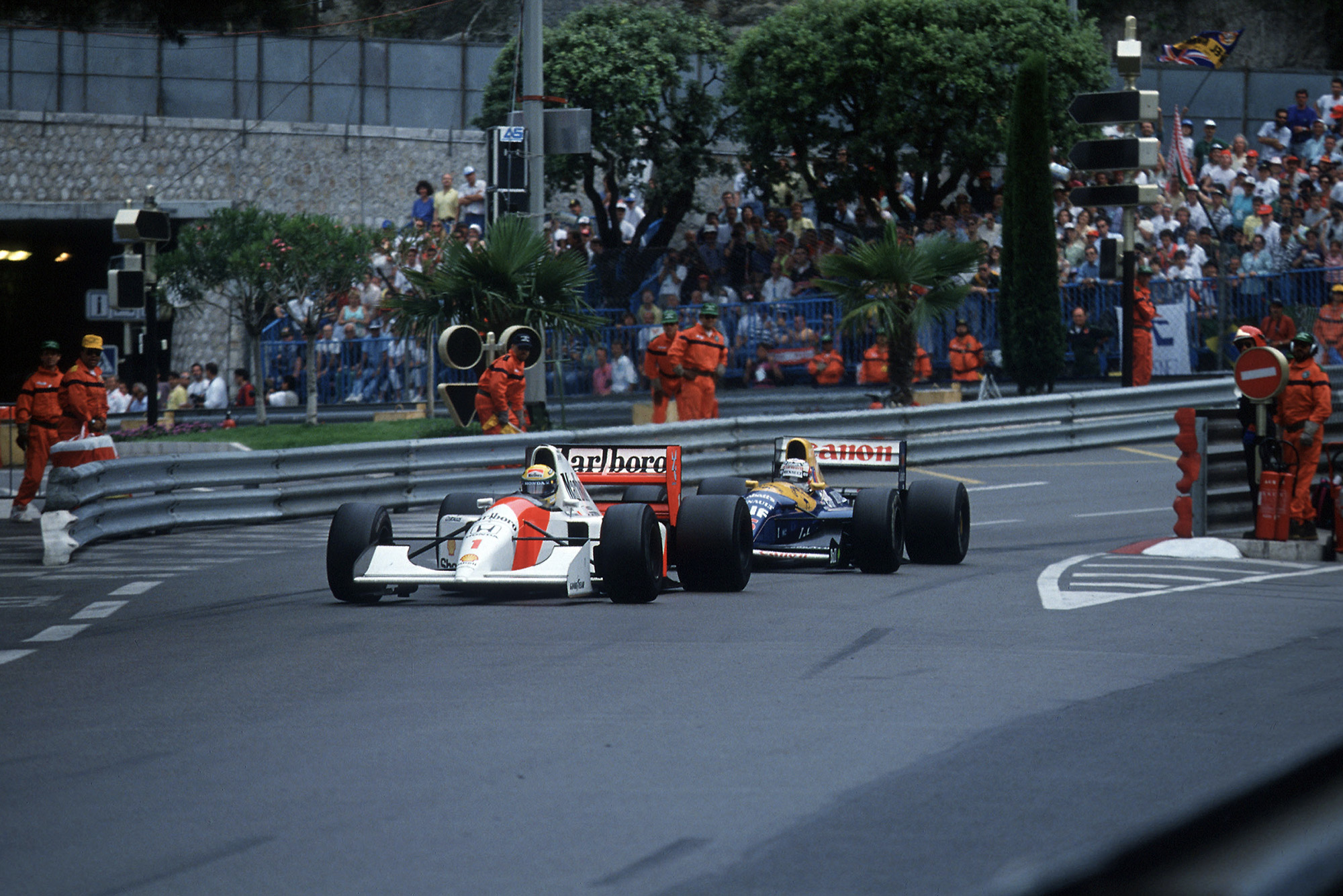 Ayrton Senna defends from Nigel Mansell at the 1992 Monaco Grand Prix