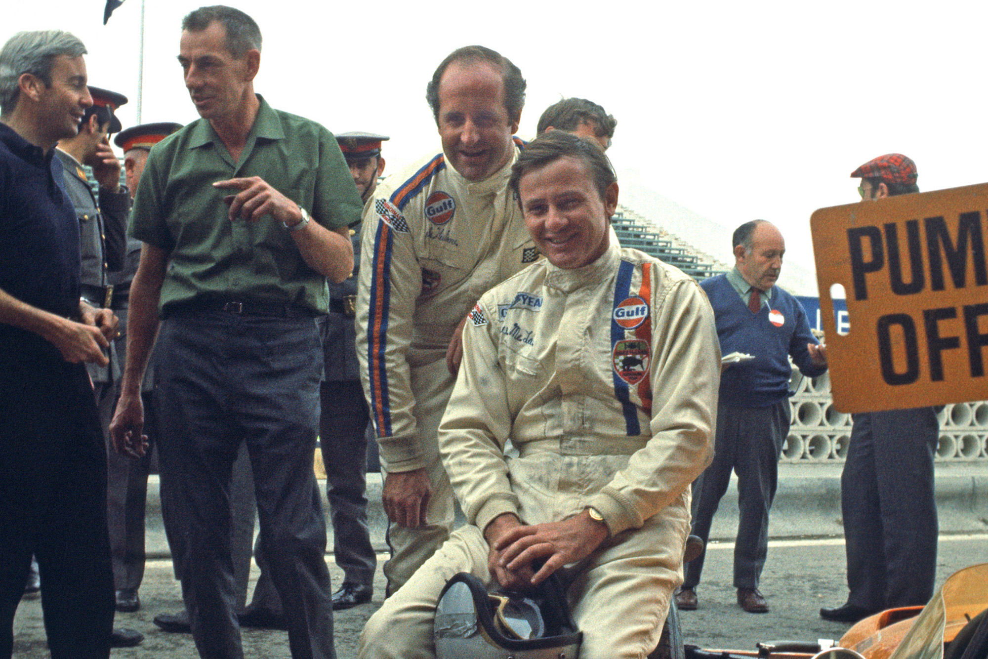 Bruce McLaren with Denny Hulme Ron Tauranac and Teddy Mayer