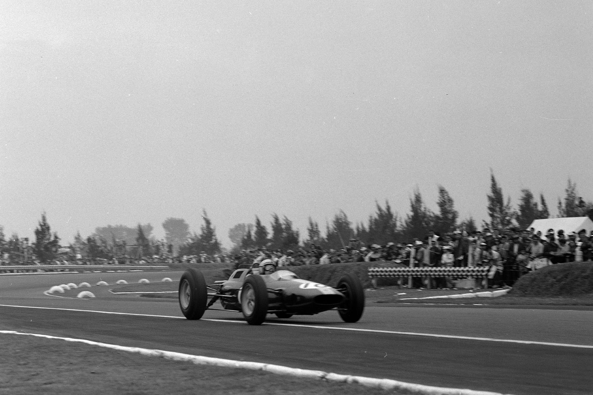 Pedro Rodríguez, Lotus 25 Climax.