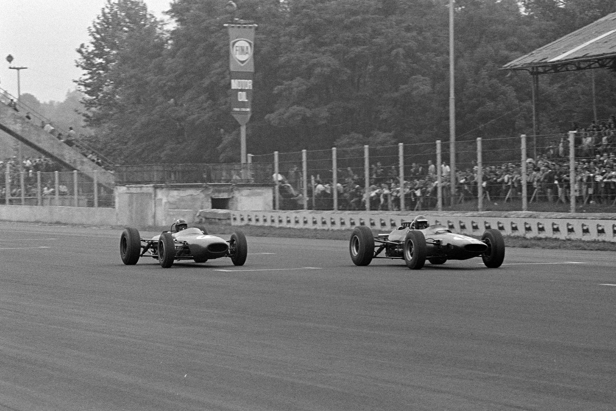 Mike Spence, Lotus 33 Climax, battles with Jo Siffert, Brabham BT11 BRM.