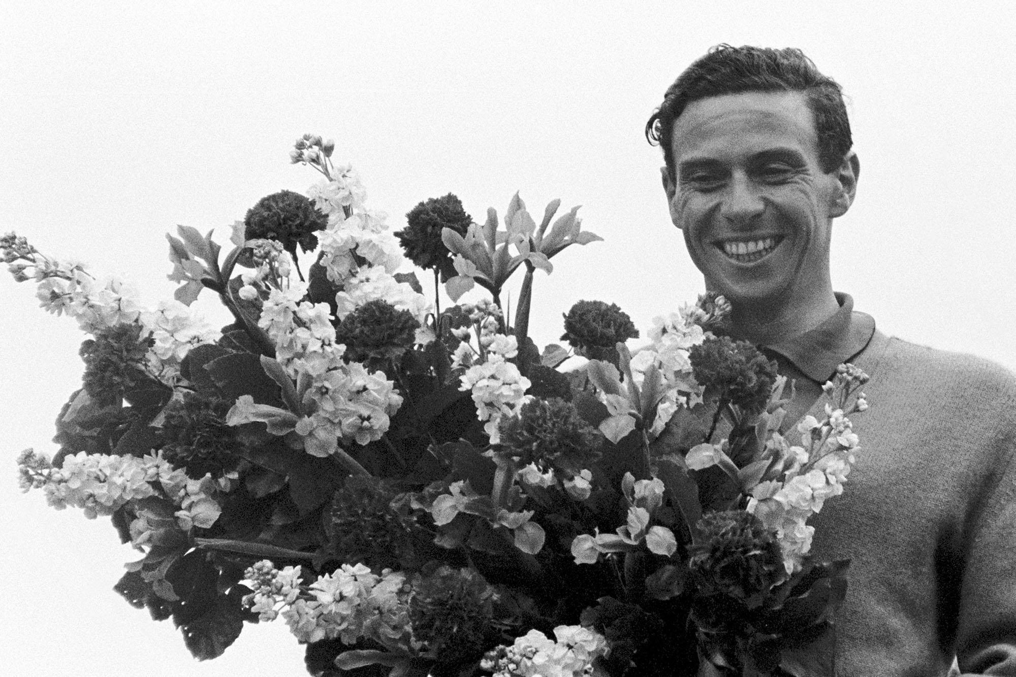 Race winner Jim Clark (GBR) Lotus 33.