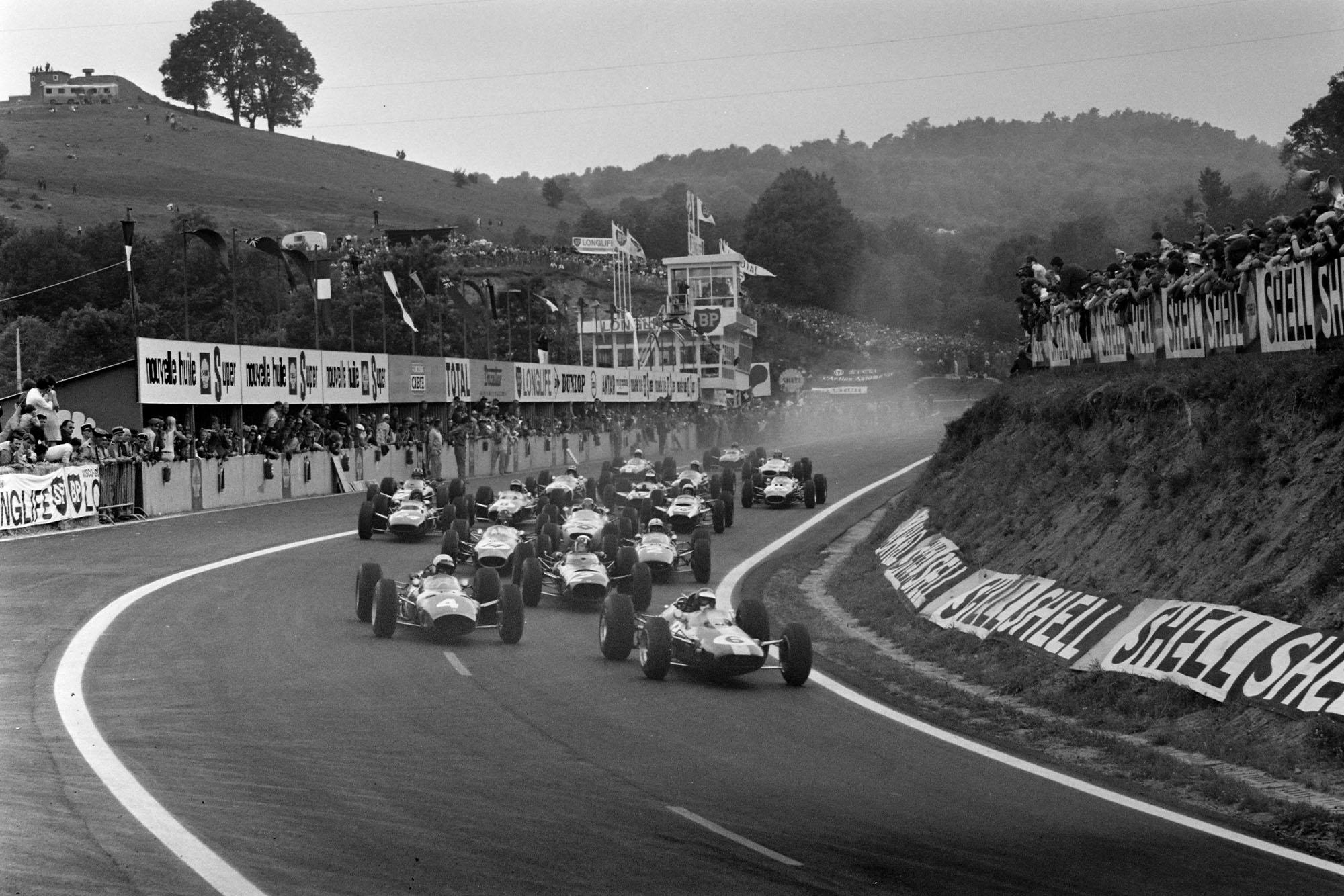 Jim Clark, Lotus 25 Climax, leads Lorenzo Bandini, Ferrari 1512, Jackie Stewart, BRM P261, Dan Gurney, Brabham BT11 Climax, John Surtees, Ferrari 158, and the rest of the field at the start of the race.