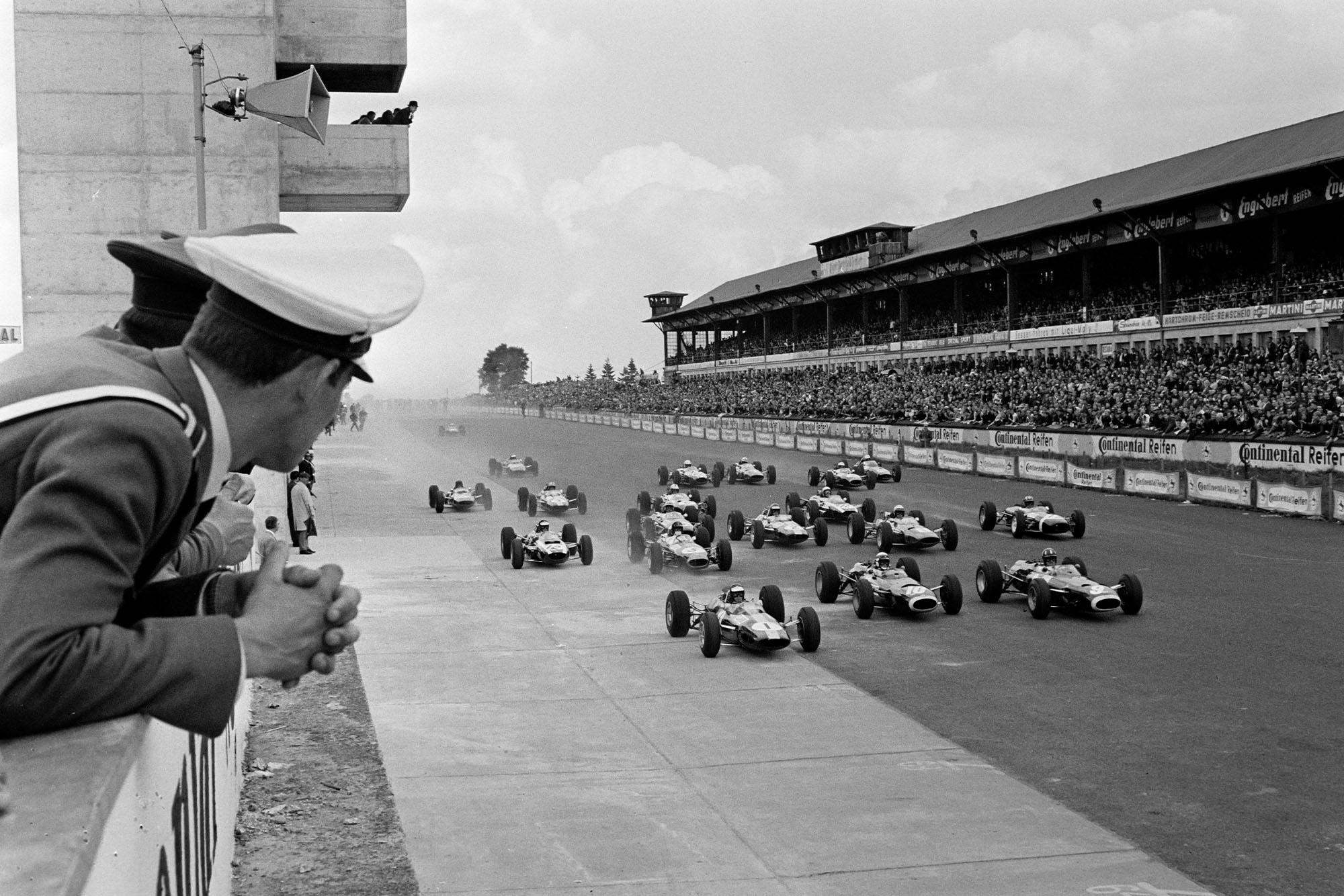 Jim Clark, Lotus 33 Climax, leads Jackie Stewart, BRM P261, Graham Hill, BRM P261, Dan Gurney, Brabham BT11 Climax, Lorenzo Bandini, Ferrari 158, Mike Spence, Lotus 33 Climax, and the rest of the field at the start of the race.