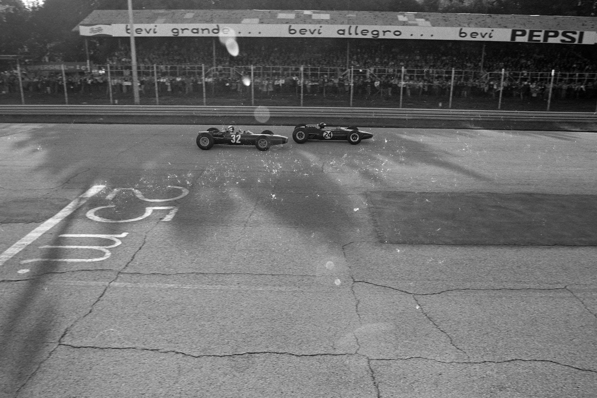 Jim Clark, Lotus 33 Climax, battles with Jackie Stewart, BRM P261.
