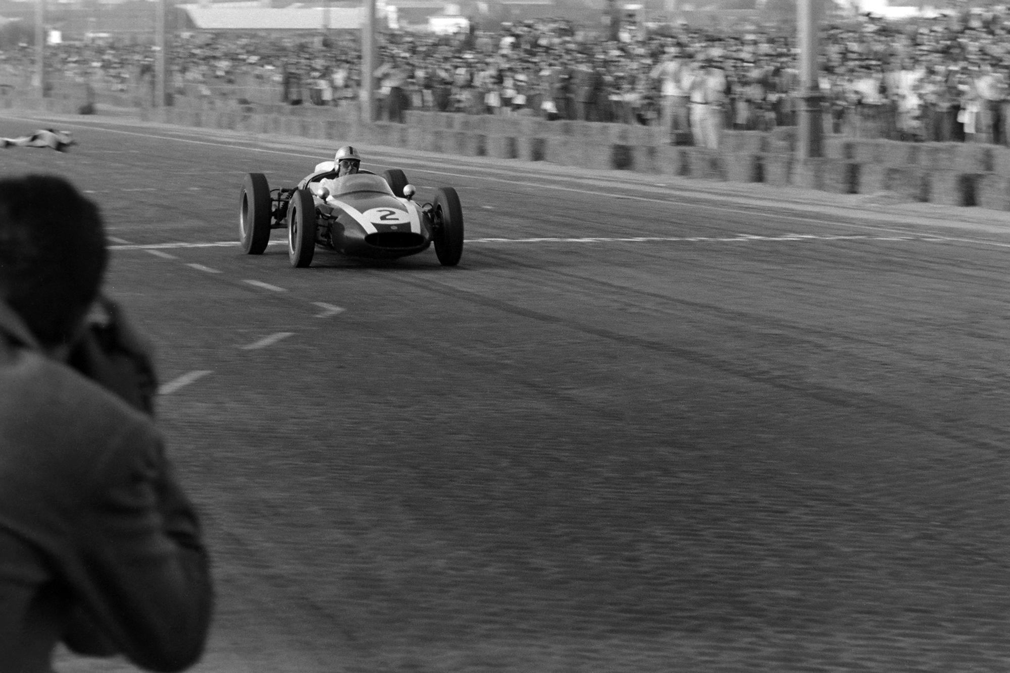 Brabham takes his 3rd consecutive win