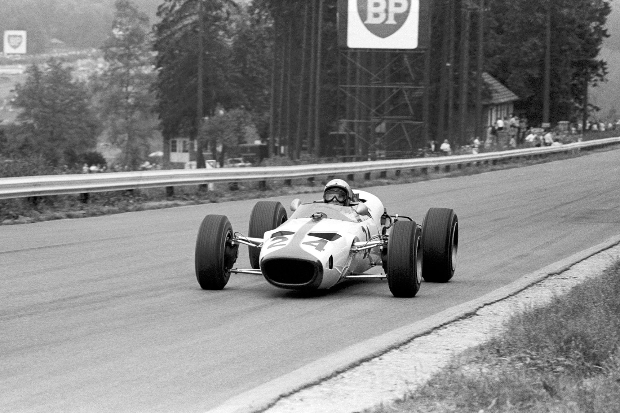 Bruce McLaren (NZL) powered his McLaren M2B with a 3.0 litre Serenissima V8 sportscar engine, but the engine prevented him from taking part in the race when its bearings failed.