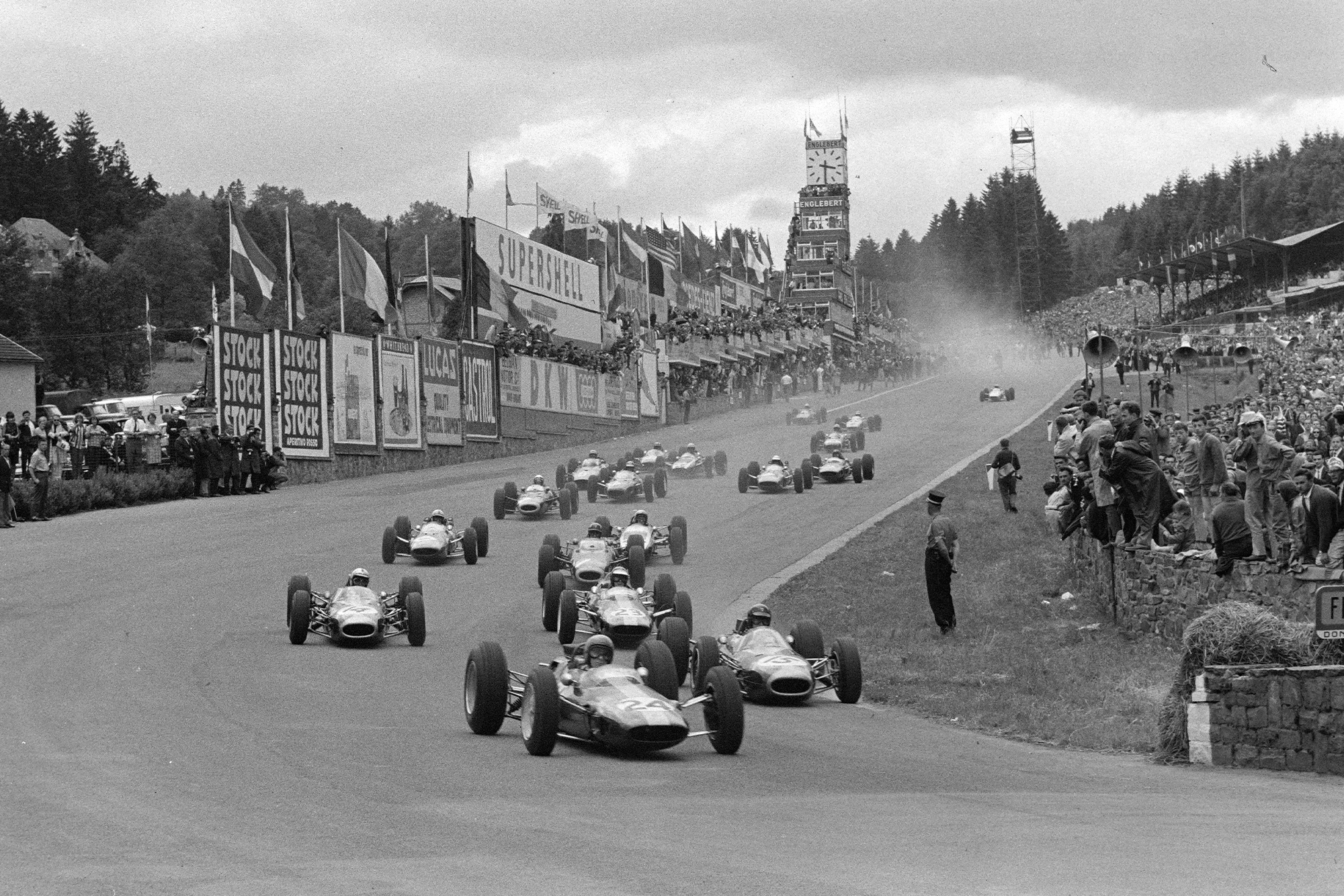 Peter Arundell, Lotus 25 Climax, leads into Eau Rouge at the start.