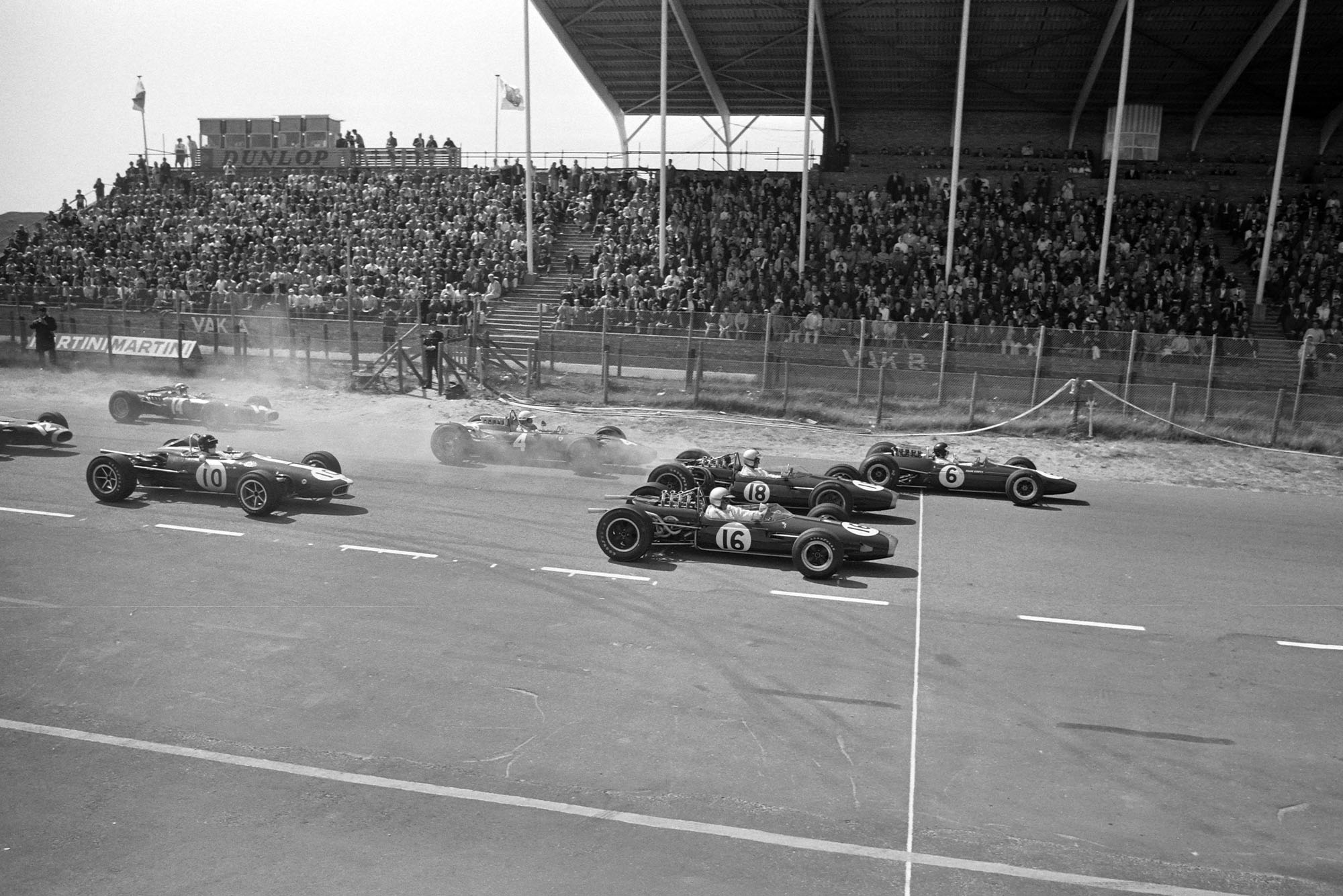 Jim Clark, Lotus 33 Climax leads Denny Hulme, Brabham BT20 Repco and Jack Brabham, Brabham BT19 Repco at the start of the race.