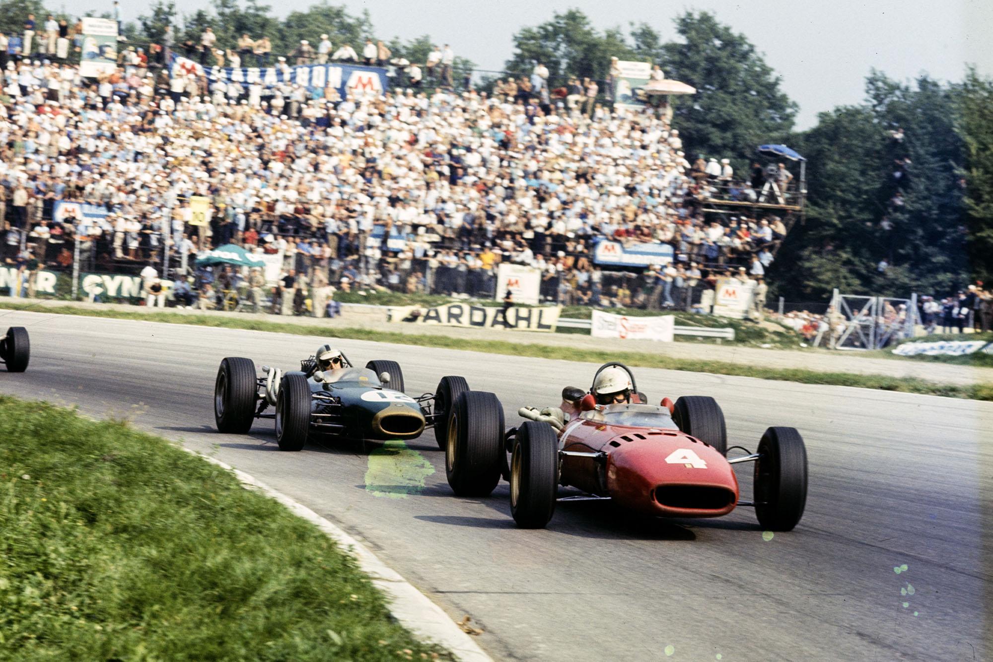 Mike Parkes, Ferrari 312 leads Denny Hulme, Brabham BT20 Repco.