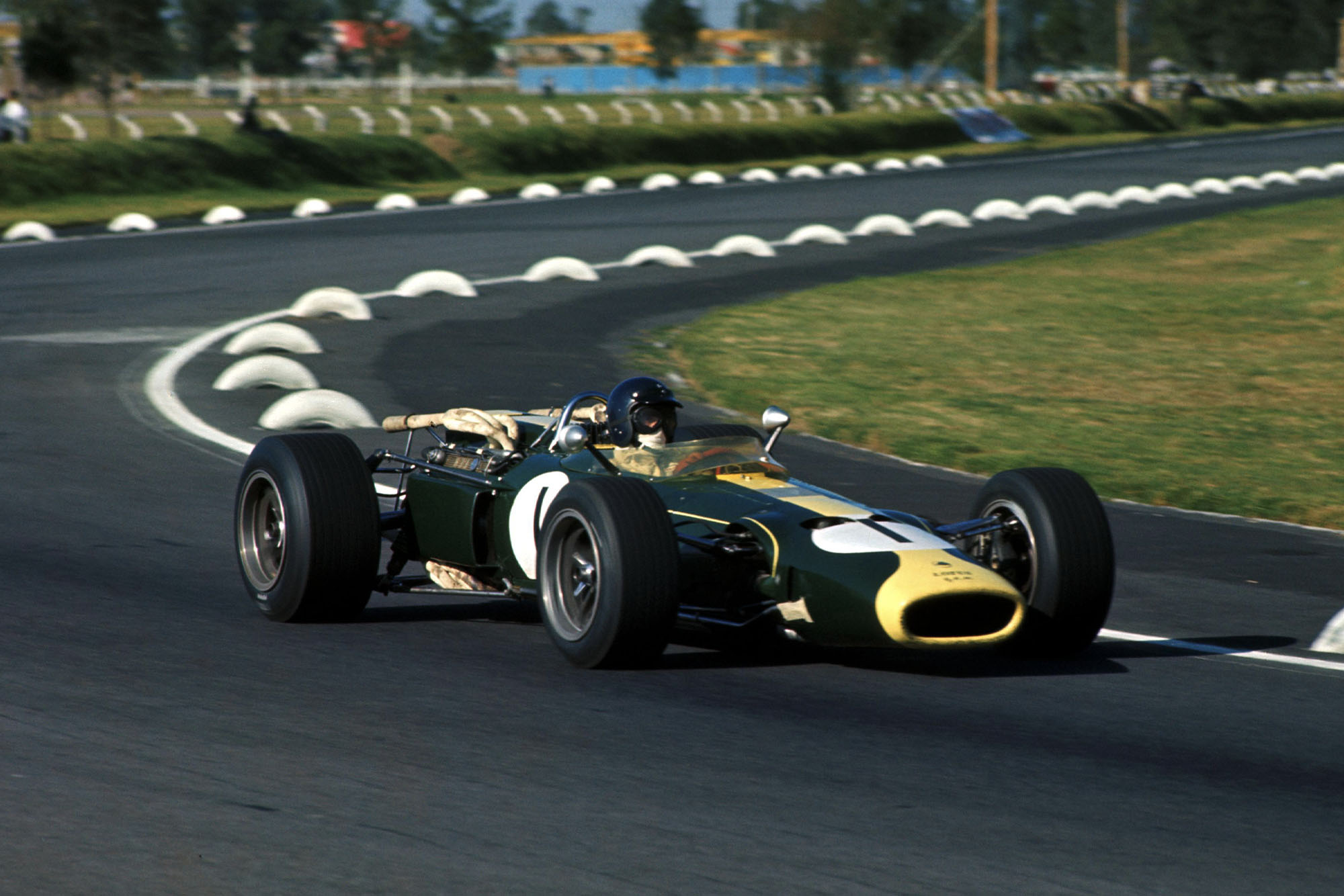 Jim Clark (GBR) Lotus 43.
