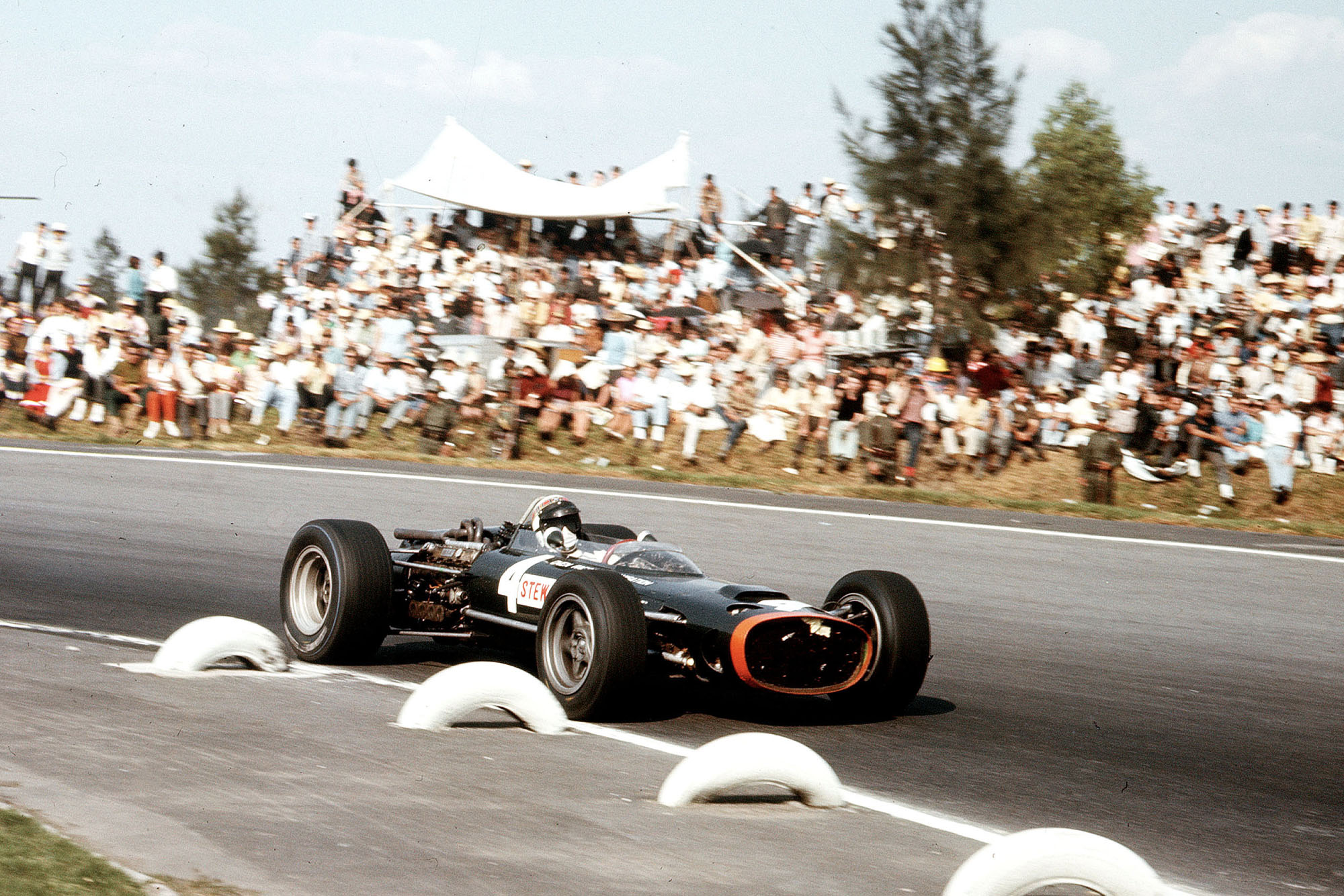 Jackie Stewart (BRM P83).