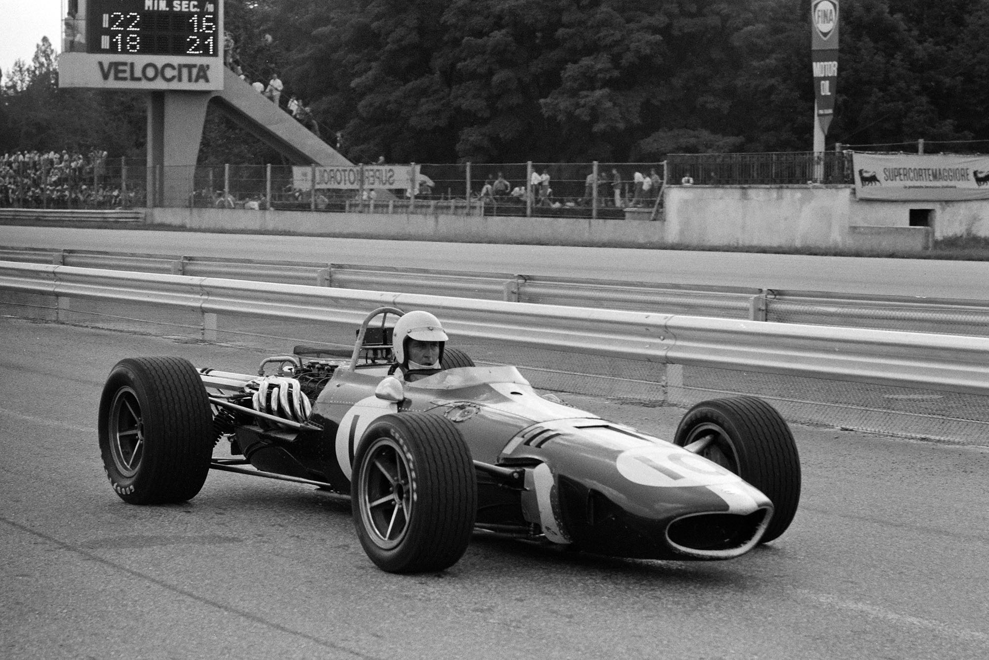 Ludovico Scarfiotti, Eagle T1G Weslake, passes through the pit lane.