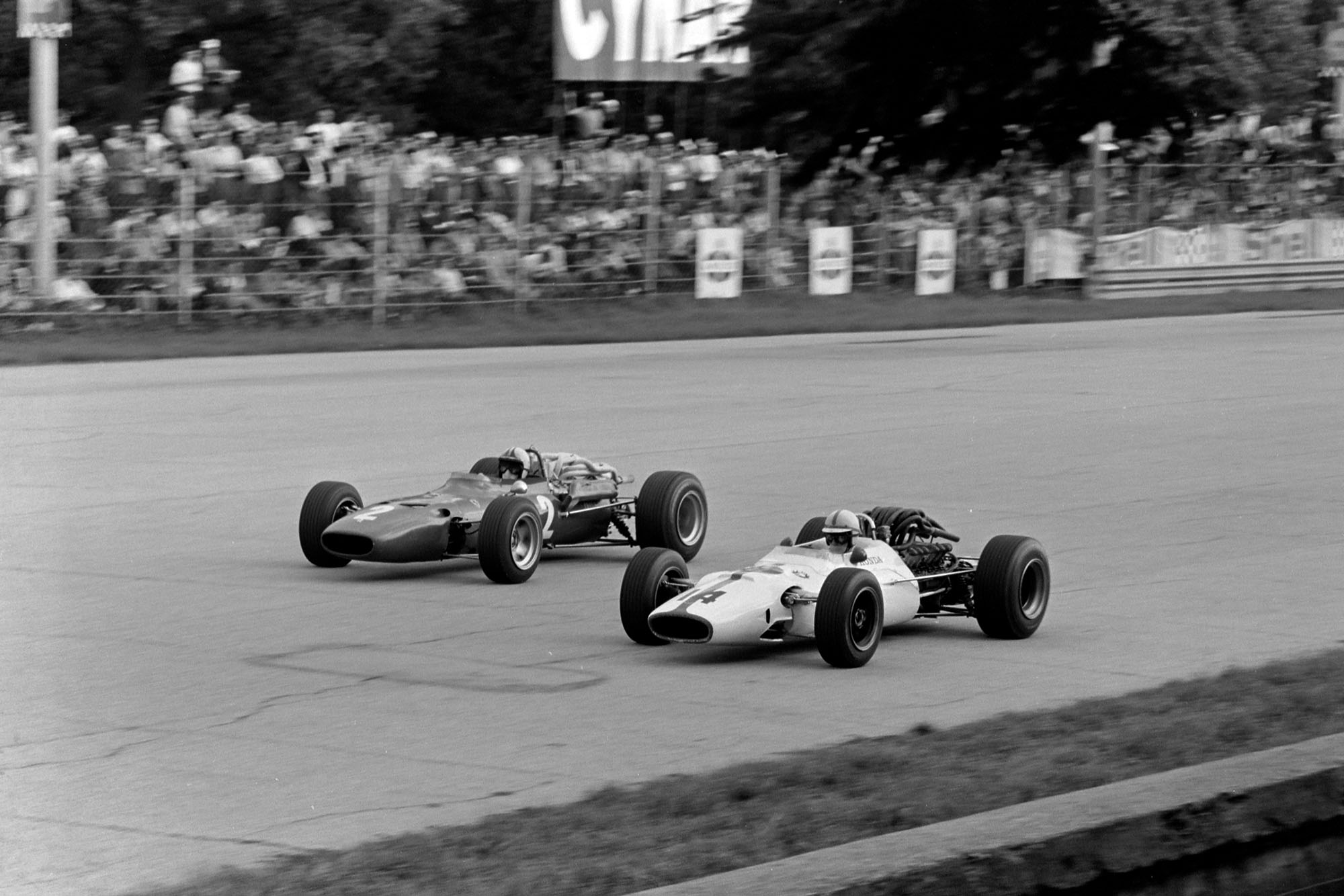John Surtees, Honda RA300, battles with Chris Amon, Ferrari 312.
