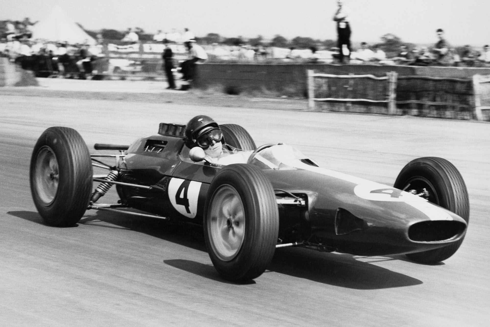 Jim Clark of Great Britain drives the #4 Team Lotus Lotus 25 Climax V8 during the British Grand Prix on 20 July 1963 at the Silverstone circuit near Towcester, United Kingdom. (Photo by Central Press Photos/Hulton Archive/Getty Images).