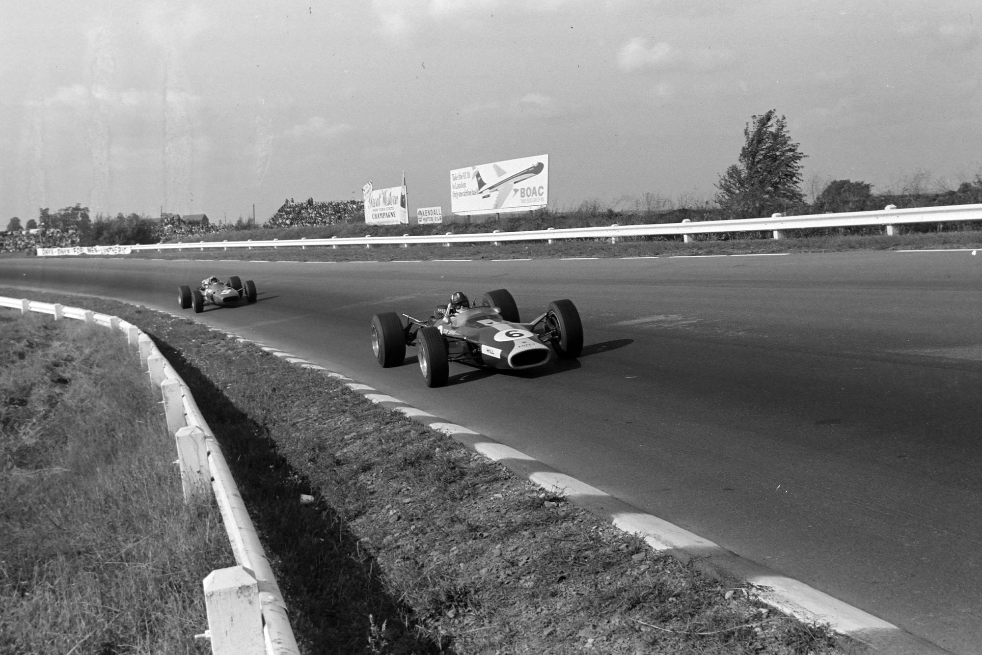 Graham Hill, Lotus 49 Ford, leads Chris Amon, Ferrari 312.