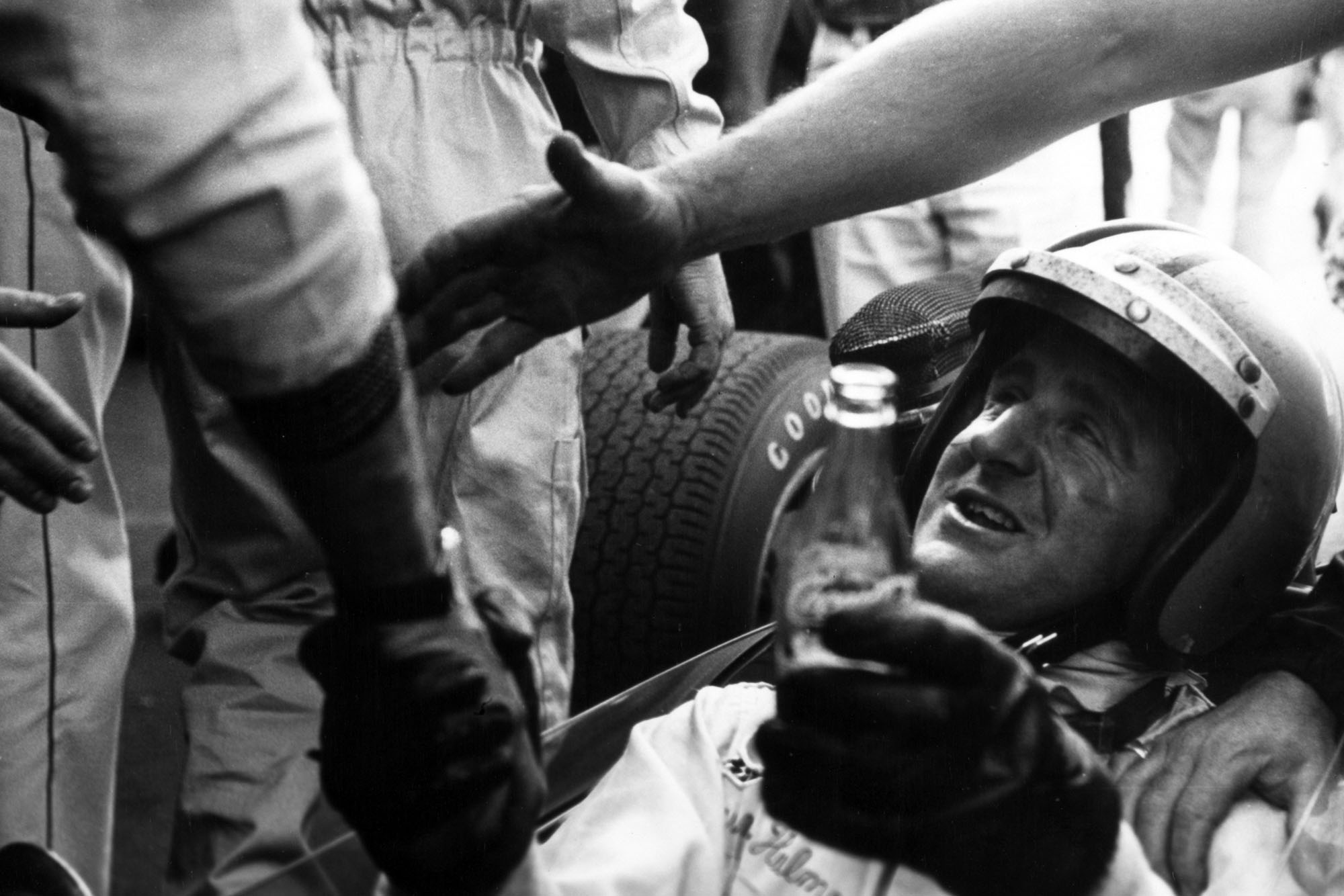 Denny Hulme, Brabham BT24-Repco, 3rd position, after clinching the world championship, portrait, helmet.