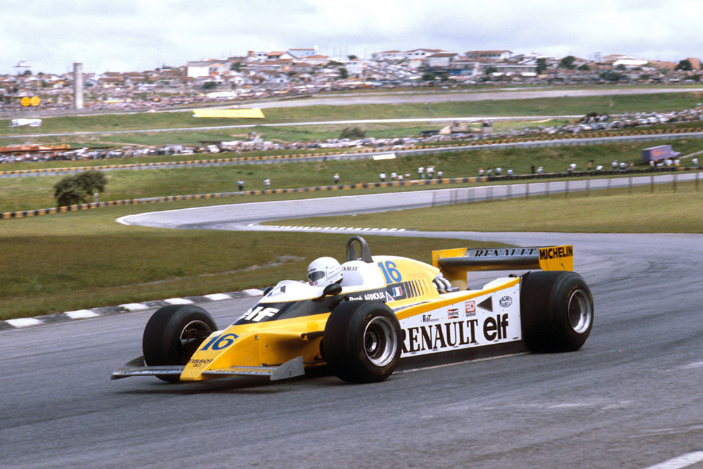 Rene Arnoux in 1st place in his Renault RE20.