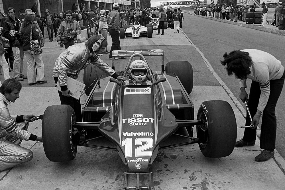 Elio de Angelis pits in his Lotus 81.