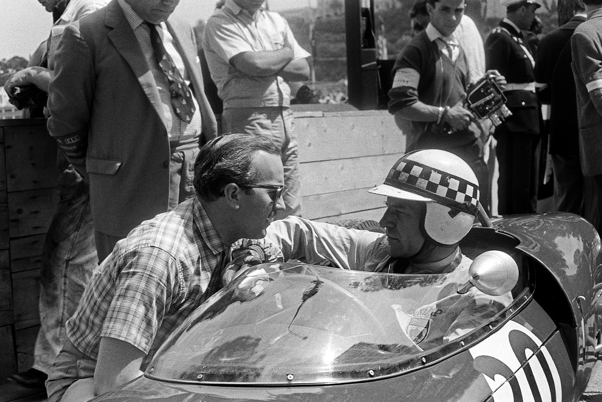 Colin Chapman speaks to Innes Ireland sitting in his Lotus 21 at the 1961 Monaco Grand Prix
