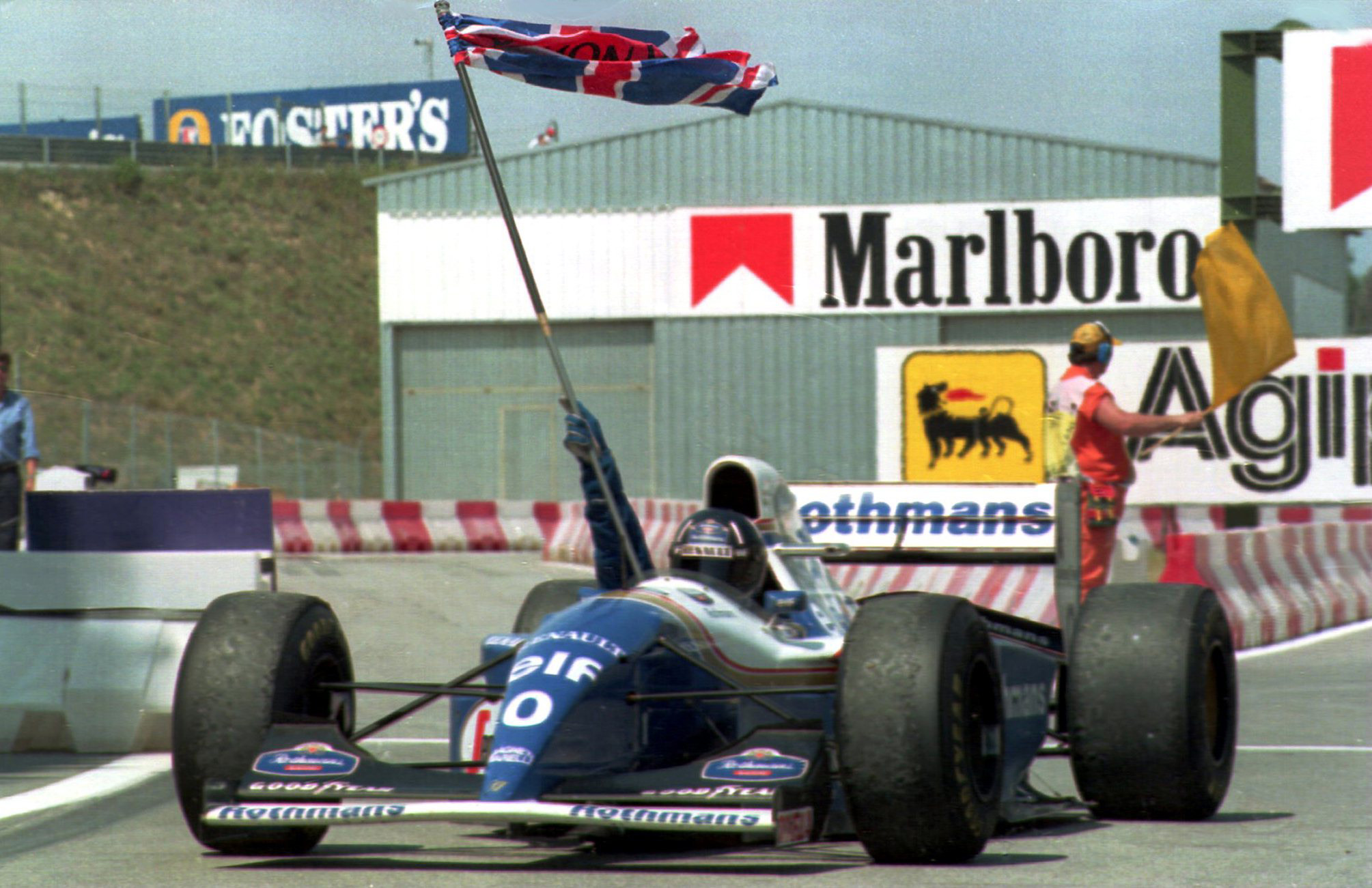 Damon-Hill-waves-the-Union-Flag-after-winning-the-1994-F1-Spanish-Grand-Prix-at-Barcelona-for-Williams-Renault