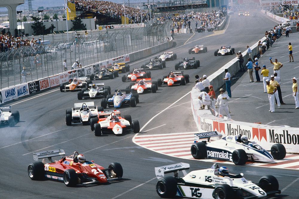 Keke Rosberg (Williams FW08 Ford) leads at the start of the race.