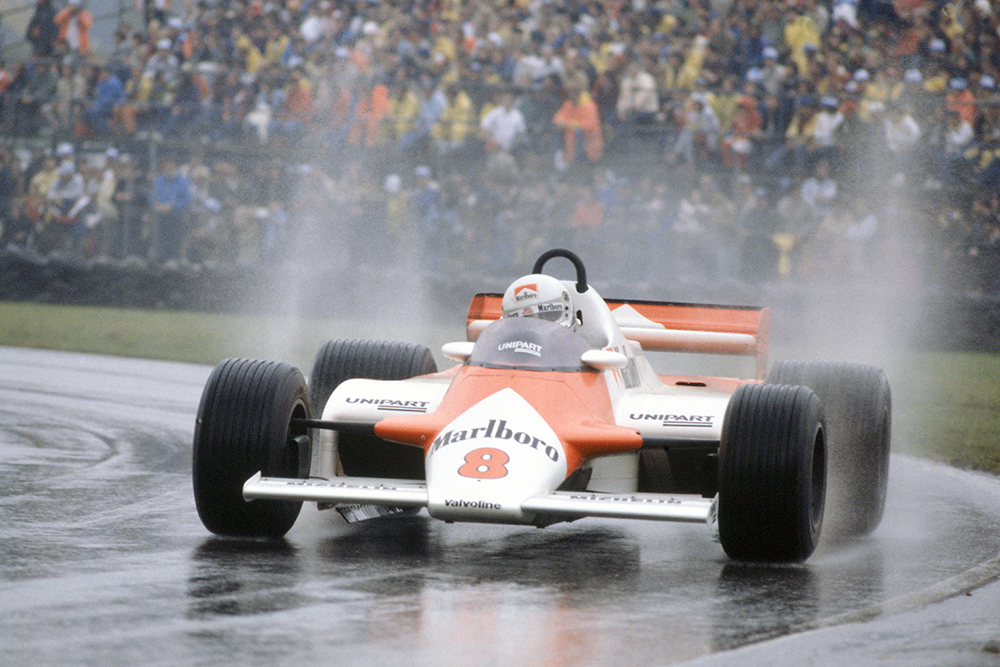 Andrea de Cesaris i his McLaren MP4/1-Ford Cosworth.