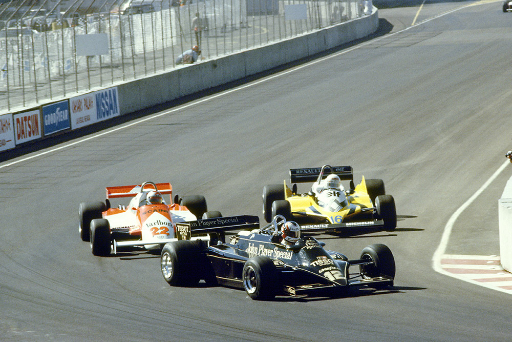 Nigel Mansell (Lotus 87-Ford Cosworth) leads Mario Andretti (Alfa Romeo 179C) and Rene Arnoux (Renault RE30).