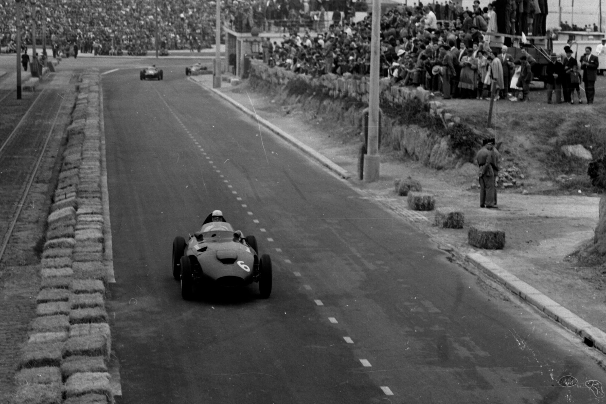Stuart Lewis-Evans driving his Vanwall to 3rd position.