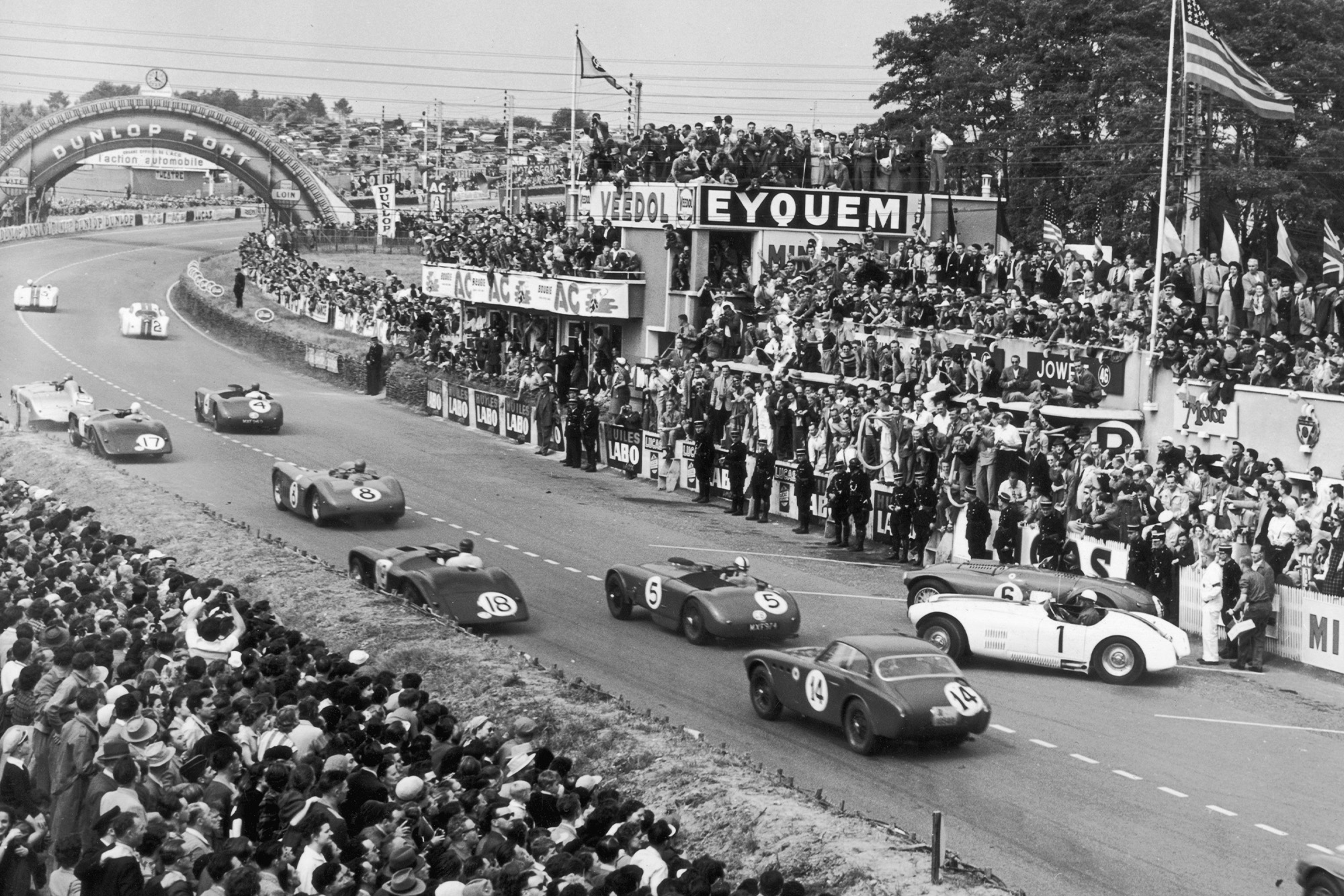 Start of the 1952 Le Mans 24 Hours race