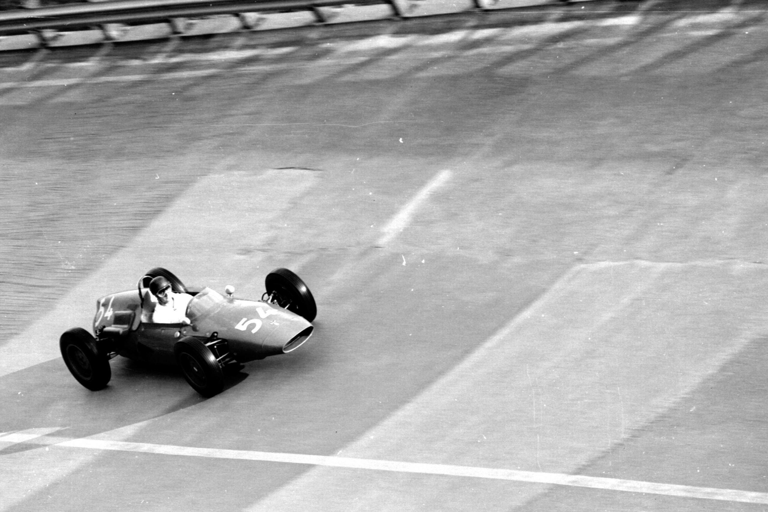 Roberto Bussinello in a De Tomaso F1/004-Alfa Romeo on the banking.