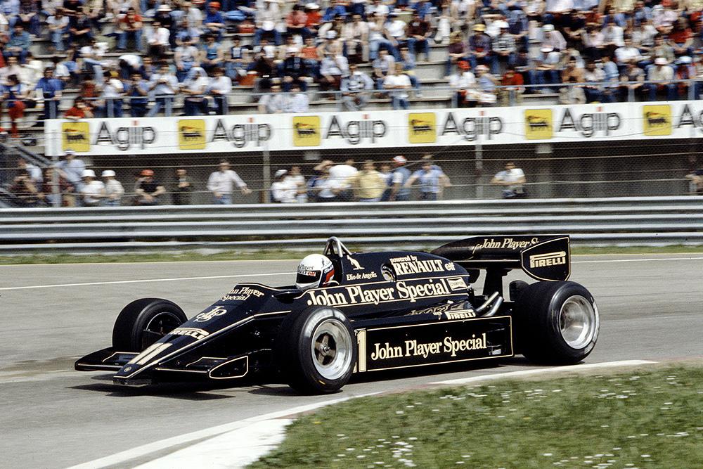 Elio de Angelis at the wheel of his Lotus 93T Renault.