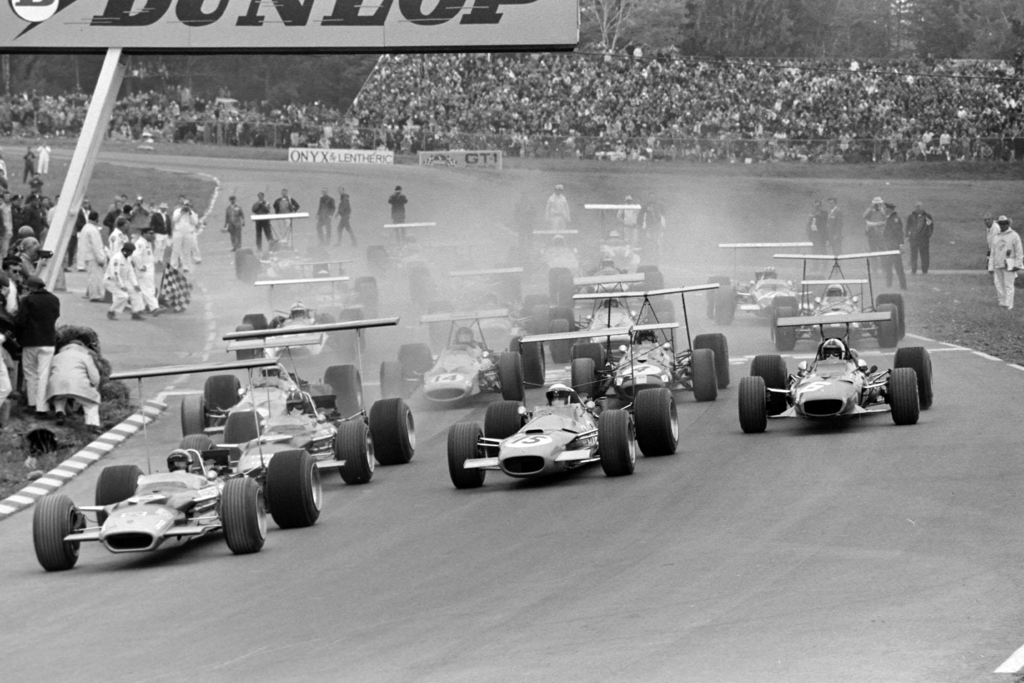 The 1968 United States Grand Prix starts.