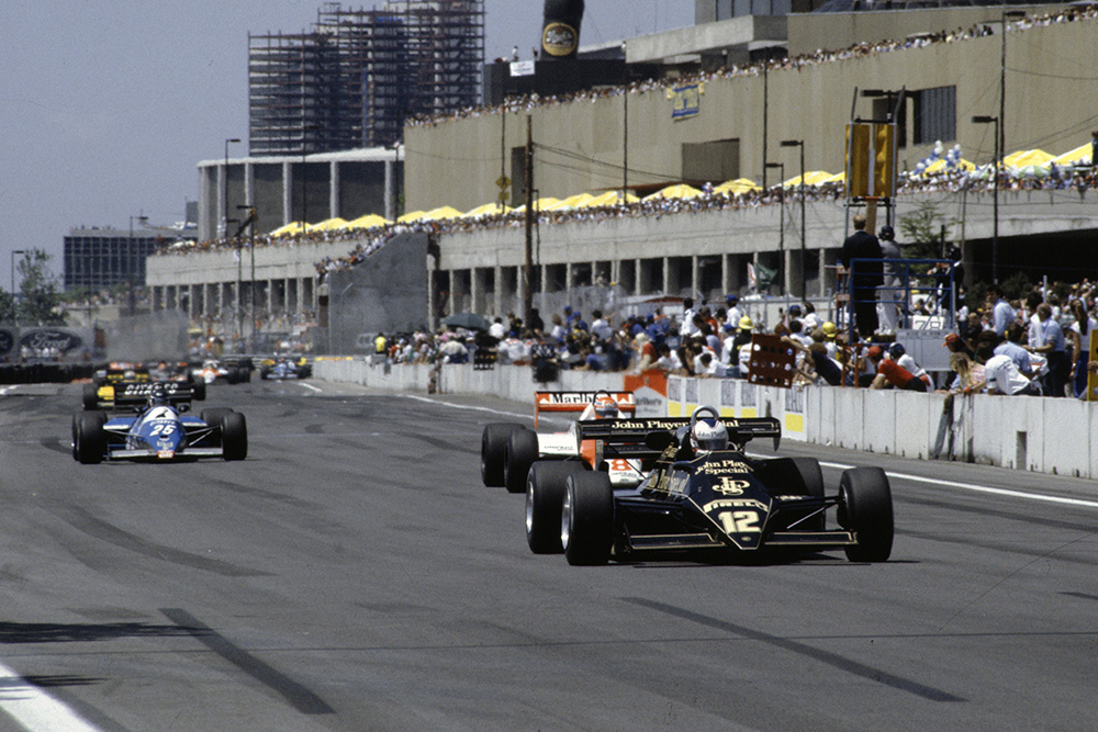 Nigel Mansell, Lotus 92 Ford, leads Niki Lauda, McLaren MP4-1C Ford, and Raul Boesel, Ligier JS21 Ford.