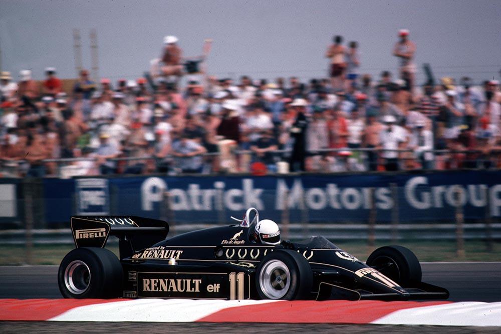 Elio de Angelis in a Lotus 93T Renault.