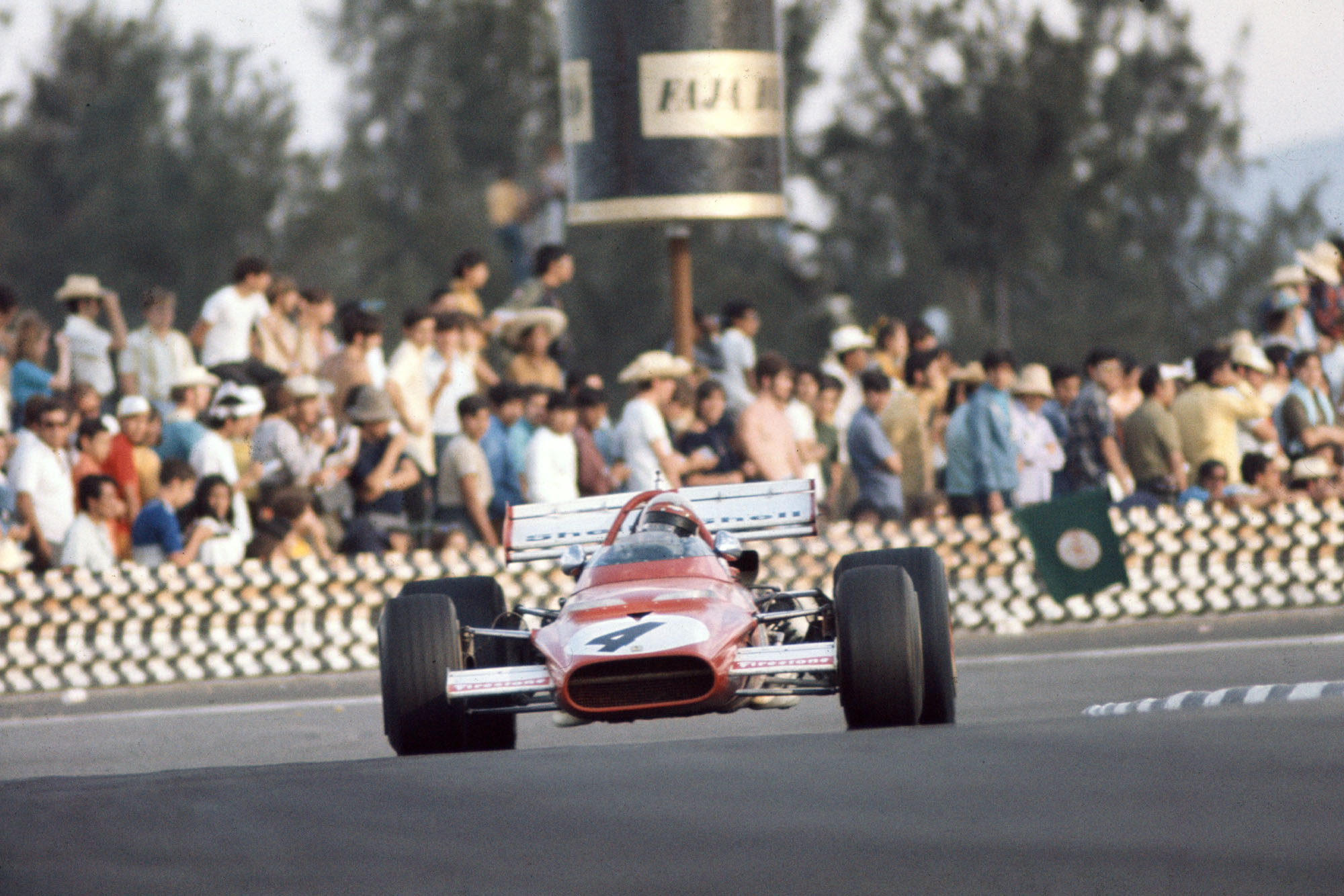 Clay Regazzoni driving for Ferrari at the 1970 Mexican Grand Prix.