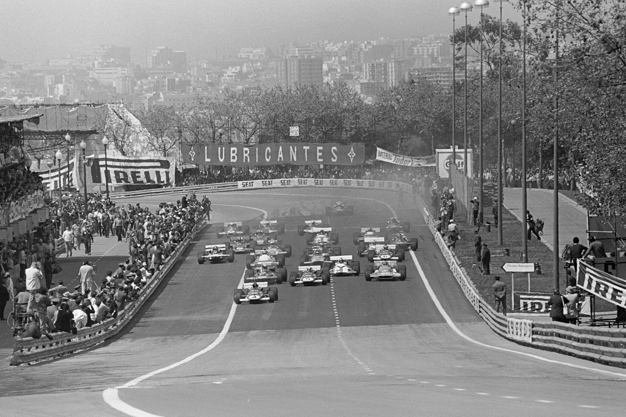 Cars move off the grid as the 1971 Spanish Grand Prix starts