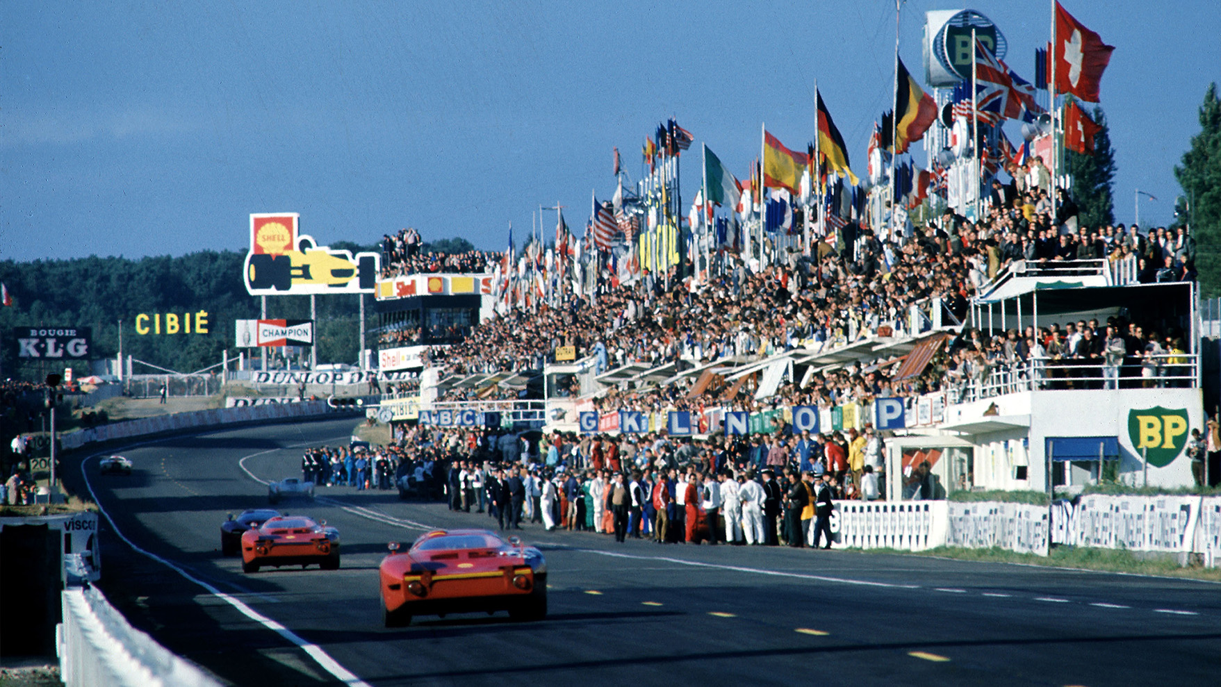 Le Mans 1967 view of the pit straight