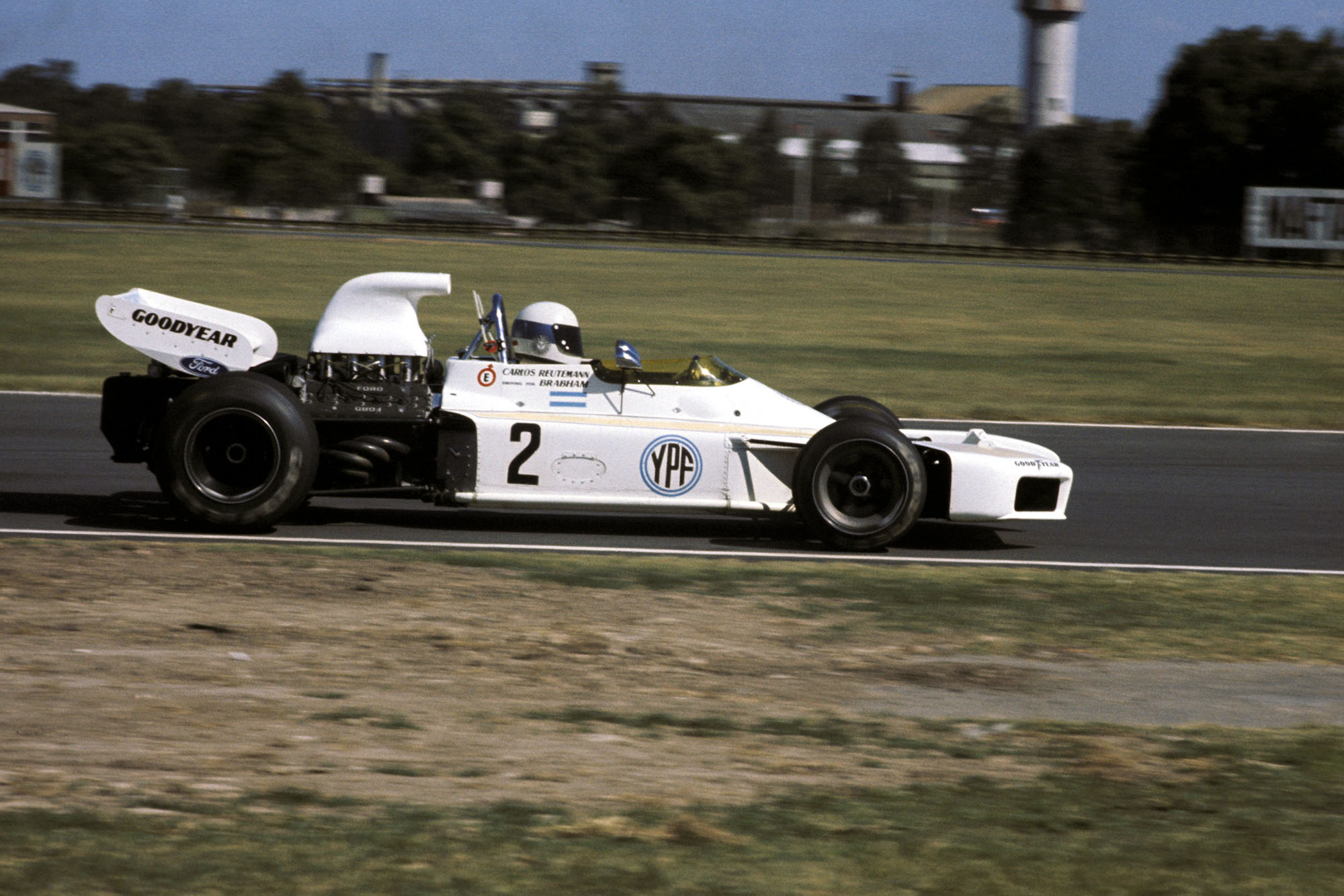 Carlos Reutemann driving at the 1972 Argentine Grand Prix for Brabham.