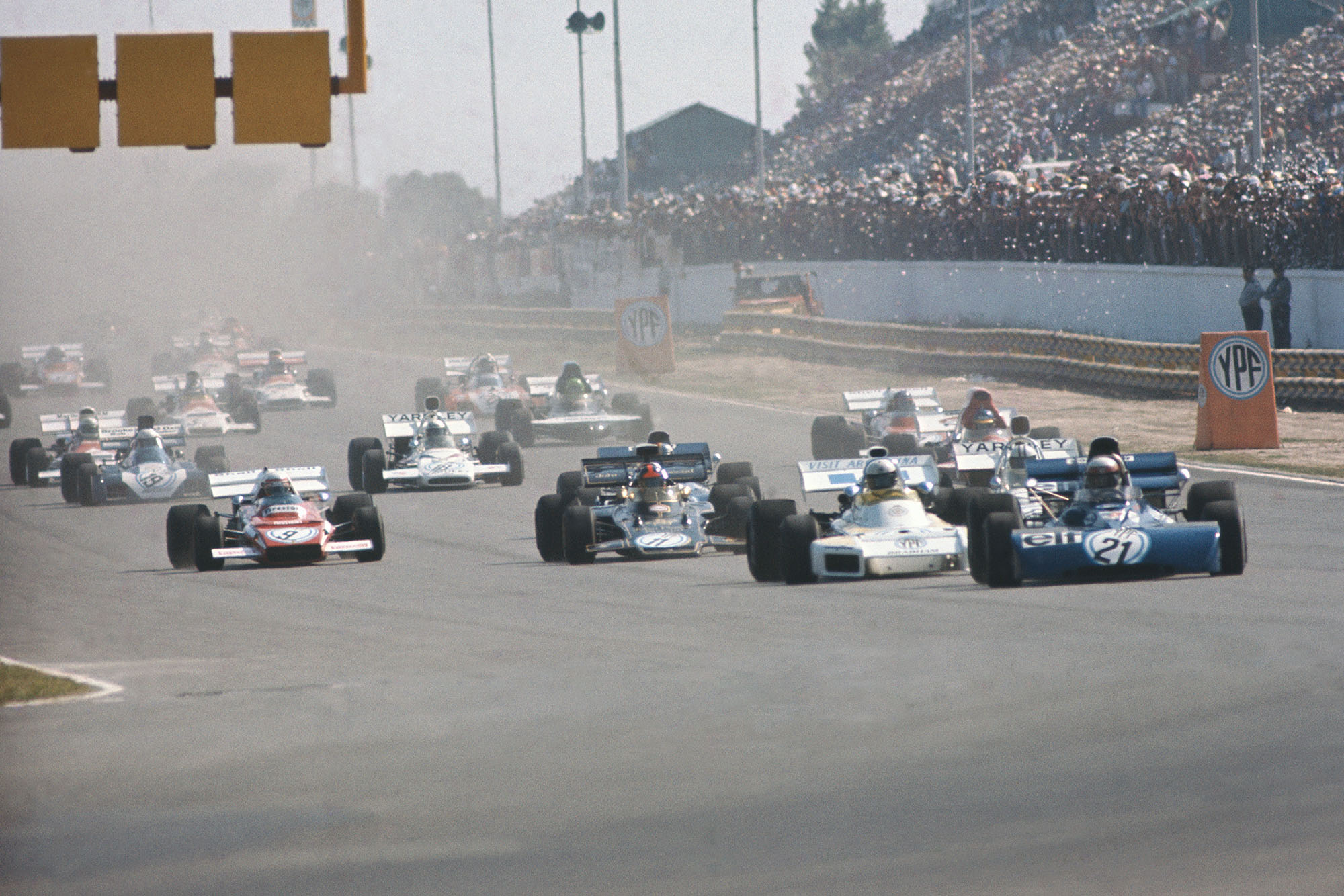 Jackie Stewart (Tyrrell) jumps into the lead at the 1972 Argentine Grand Prix.