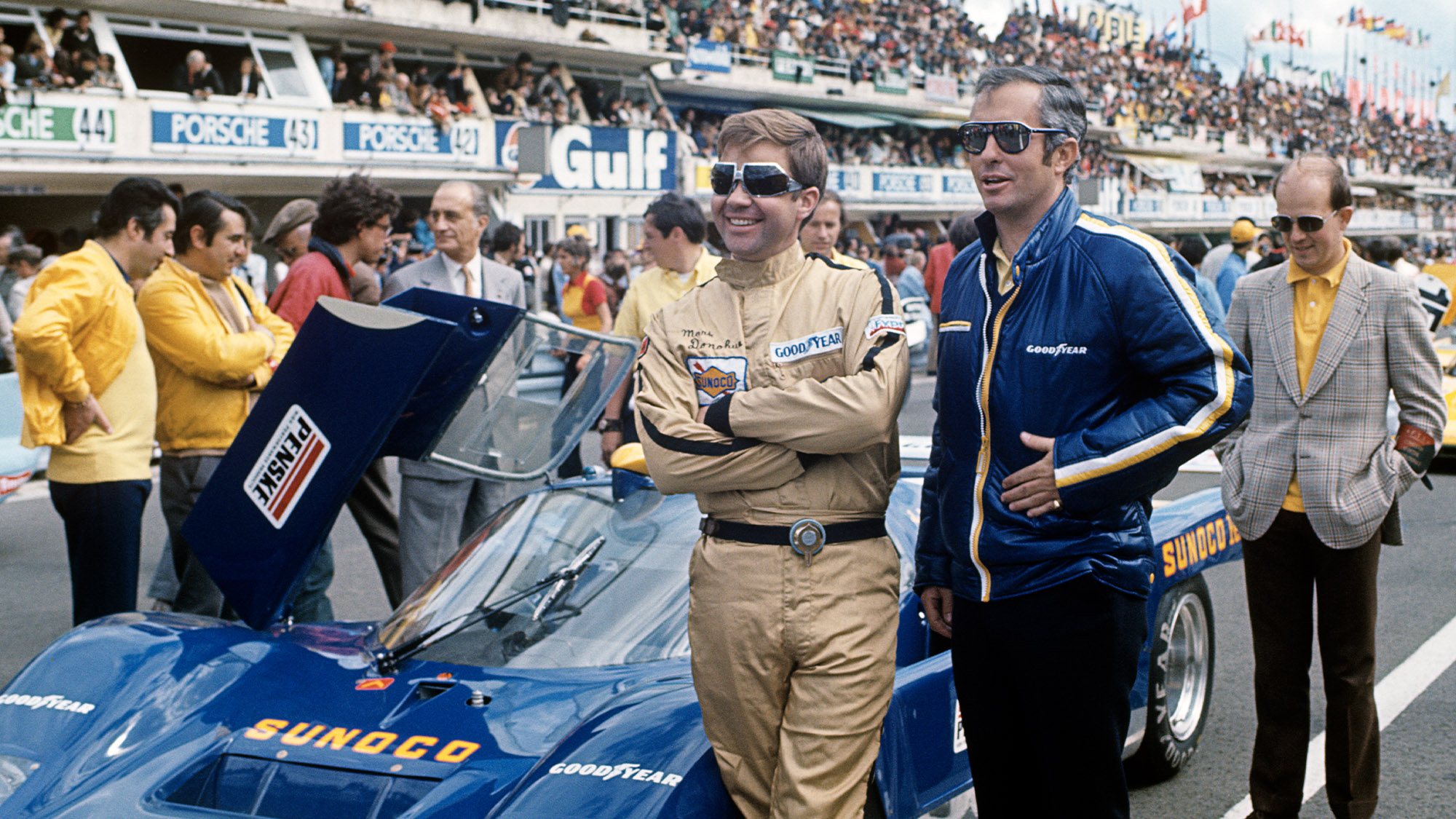 Mark Donohue with Roger Penske at the 1971 Le Mans 24 Hours