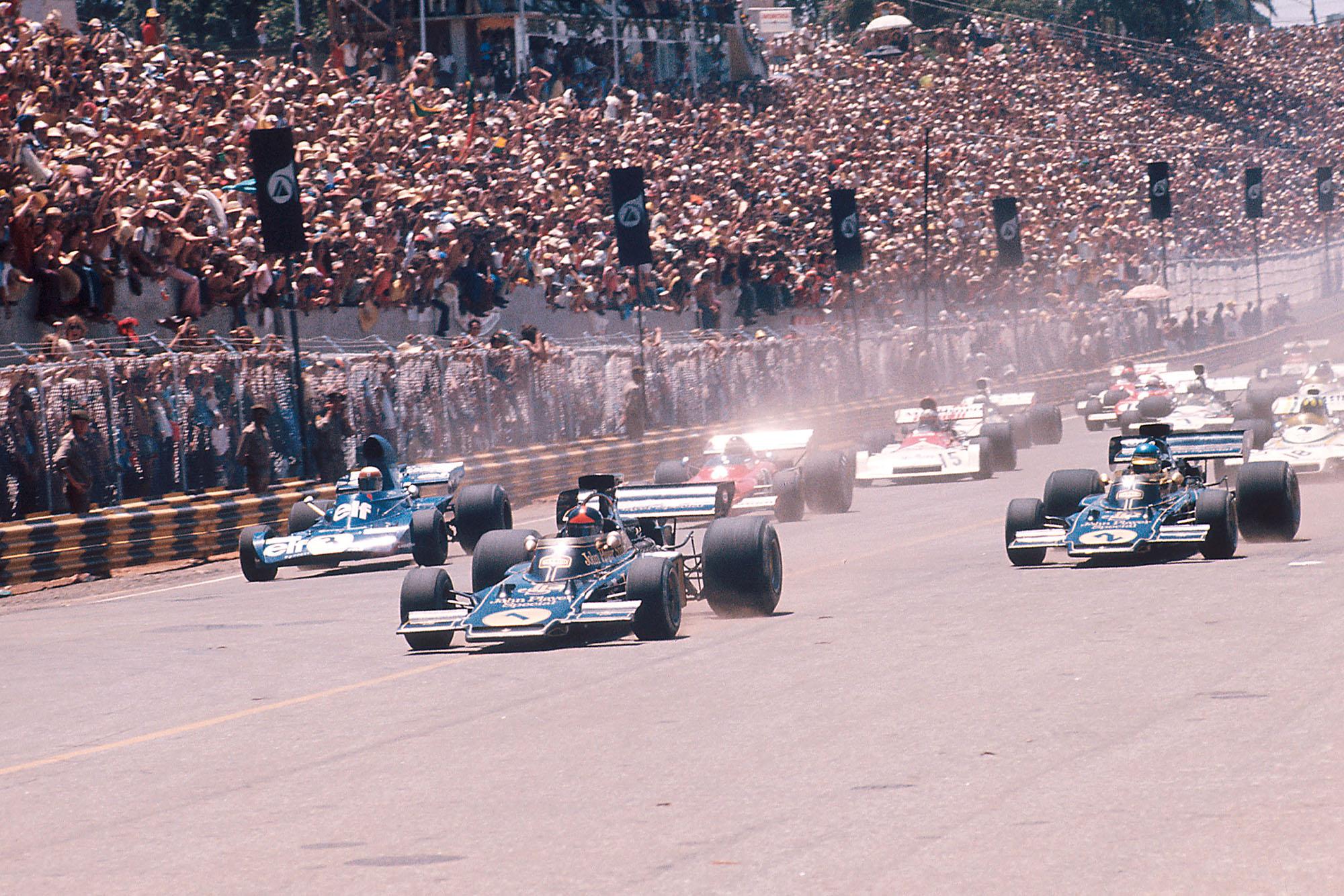 Emerson Fittipaldi (Lotus) takes the lead at the start of the 1973 Brazilian Grand Prix, Interlagos.