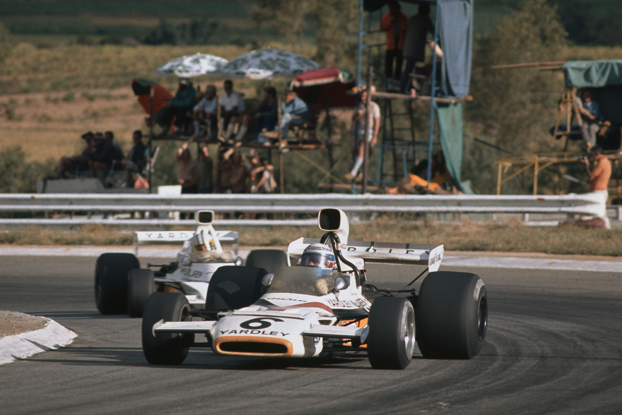 Peter Revson leads Denny Hulme at the 1973 South African GRand Prix, Kyalami.
