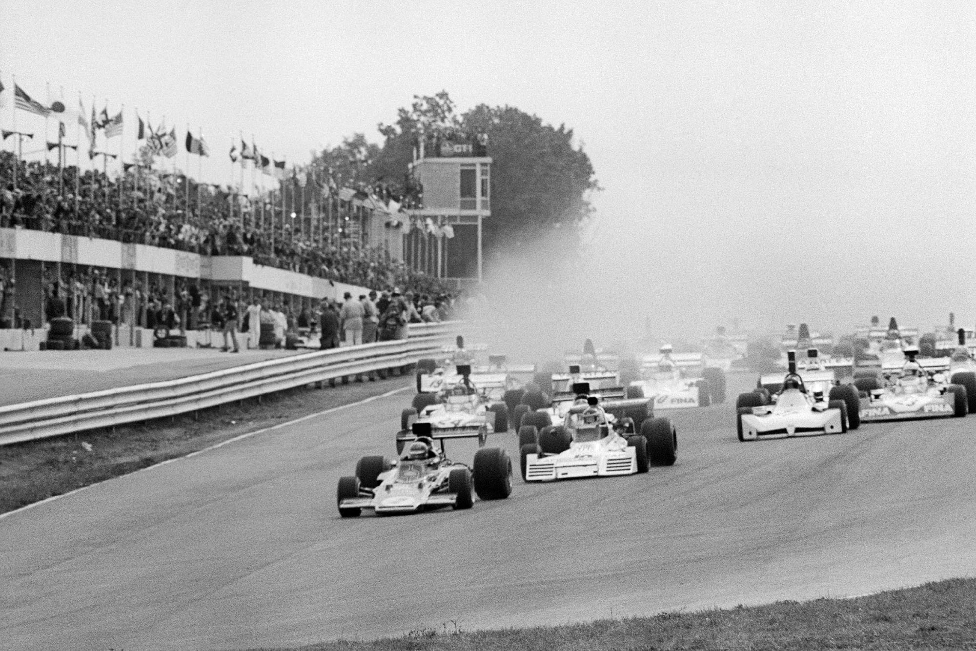 The cars pull away at the 1973 United States Grand Prix, Watkins Glen.