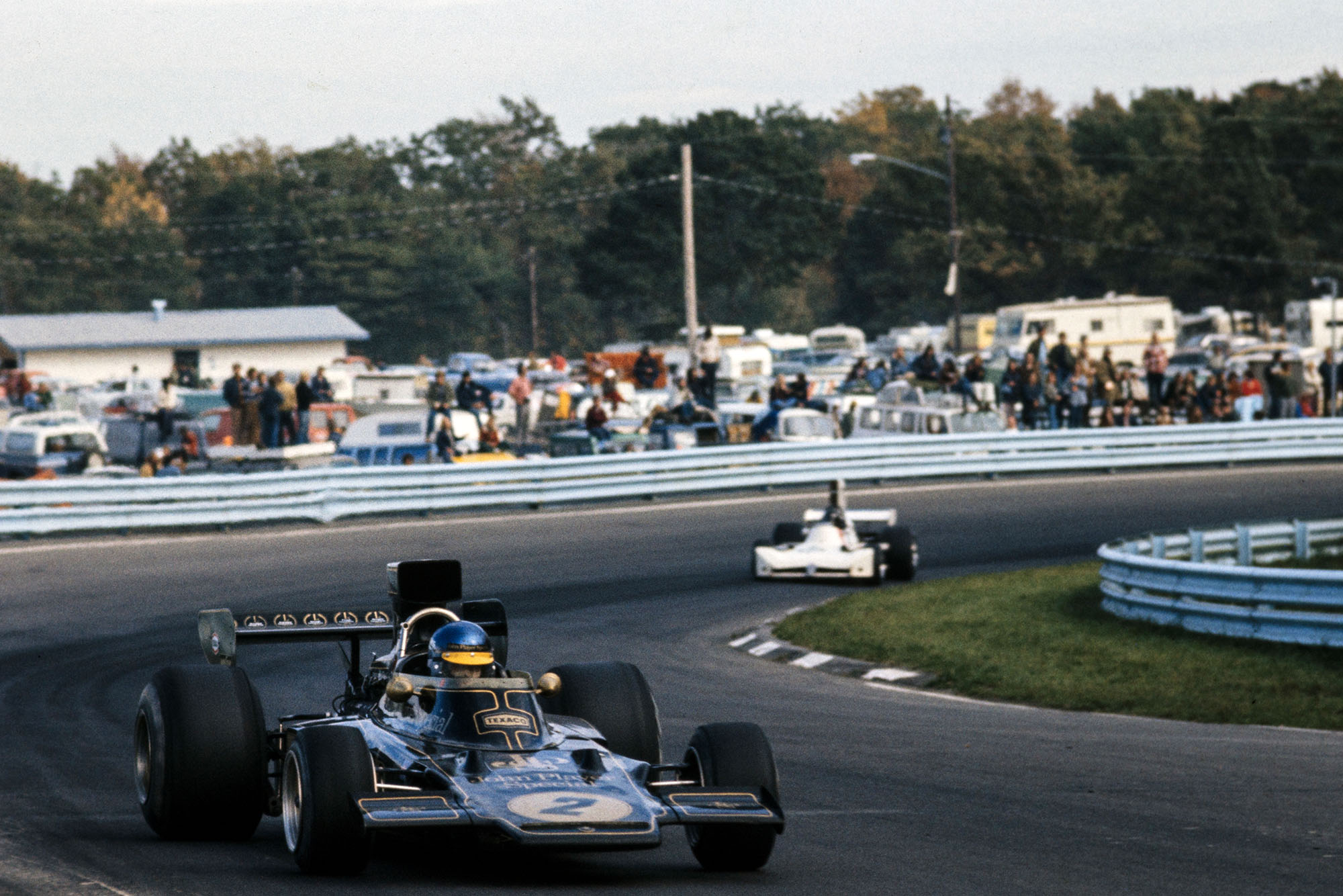 Ronnie Peterson (Lotus) leads James Hunt (Hesketh) at the 1973 United States Grand Prix, Watkins Glen.
