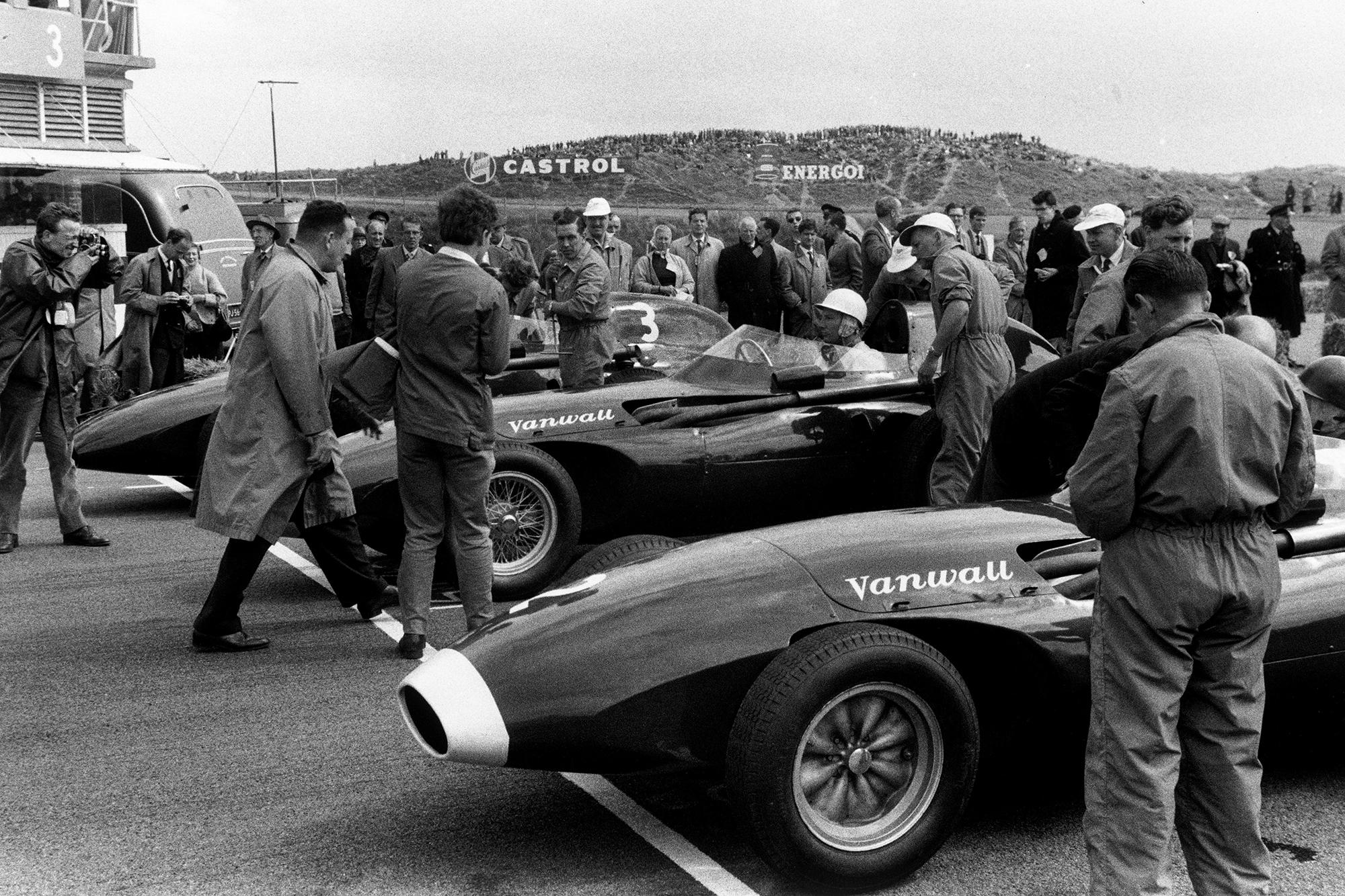 Vanwall front row: Tony Brooks, Vanwall VW7, Stirling Moss, Vanwall VW10, and Stuart Lewis-Evans, Vanwall VW5, on the grid before the start of the race.
