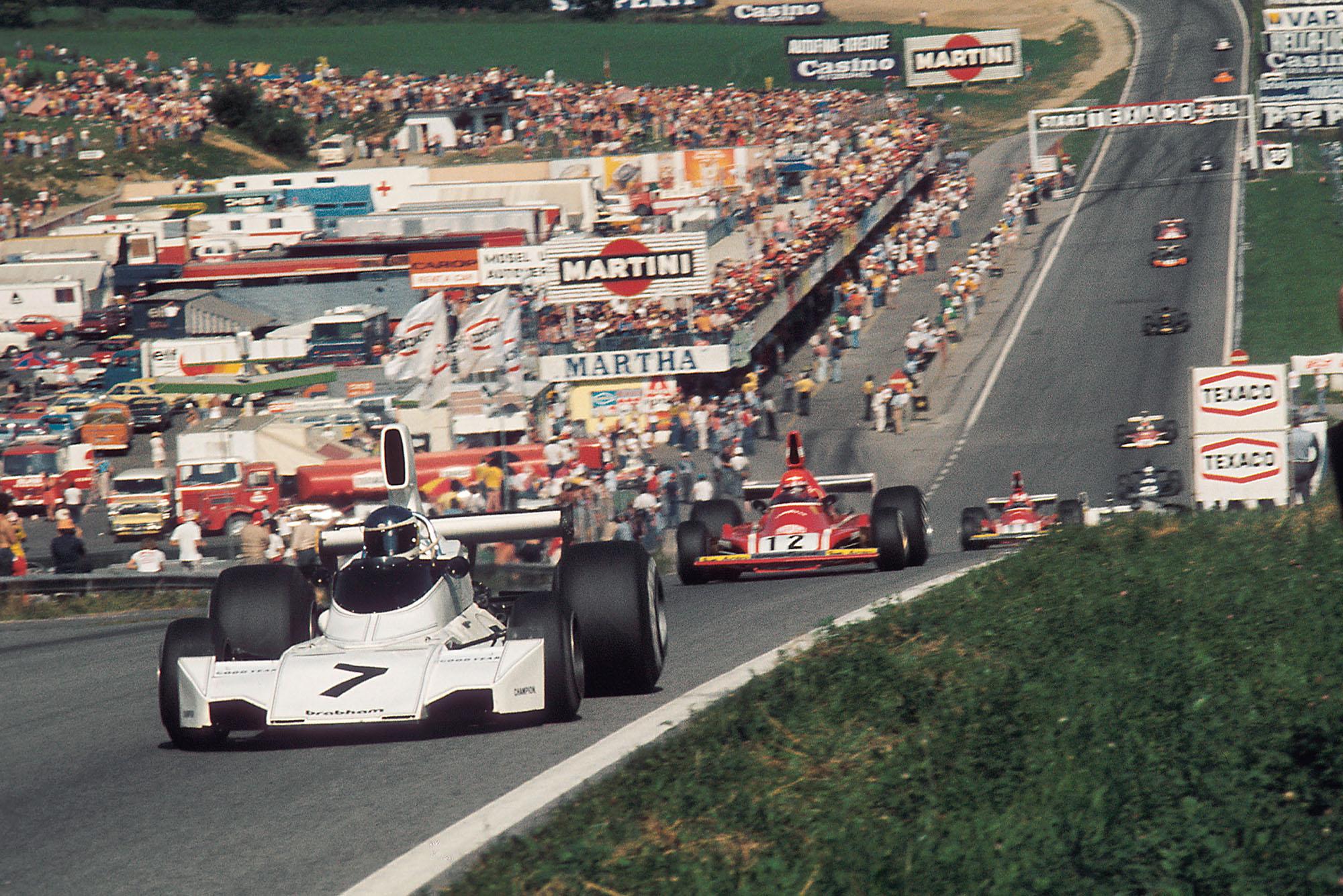 Carlos Reutemann (Brabham) leads Niki Lauda (Ferrari) up hill at the 1974 Austraian Grand Prix.