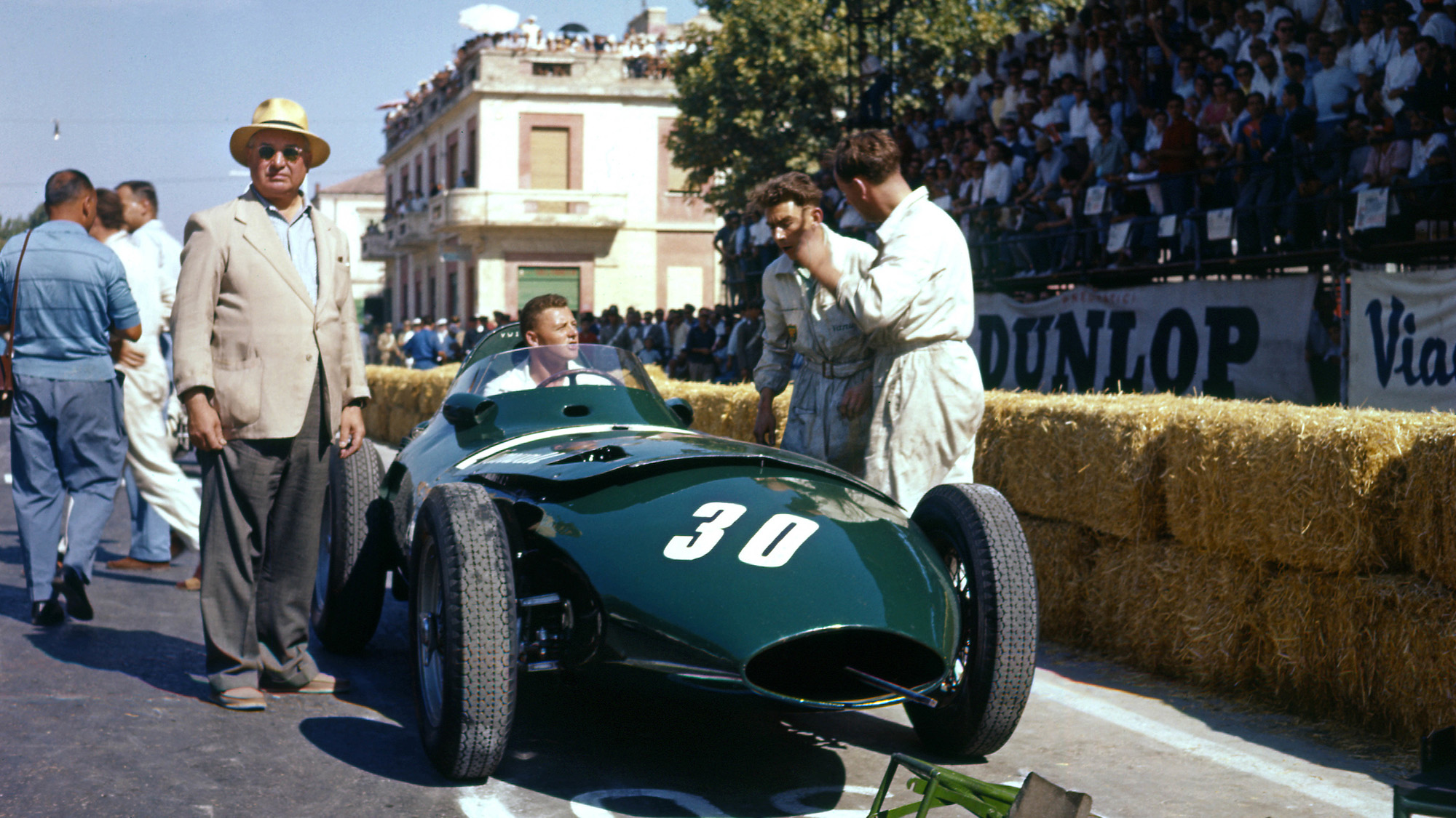 Tony Vanderwell with the Vanwall of Stuart Lewis-Evans on the grid for the 1957 Pescara Grand Prix