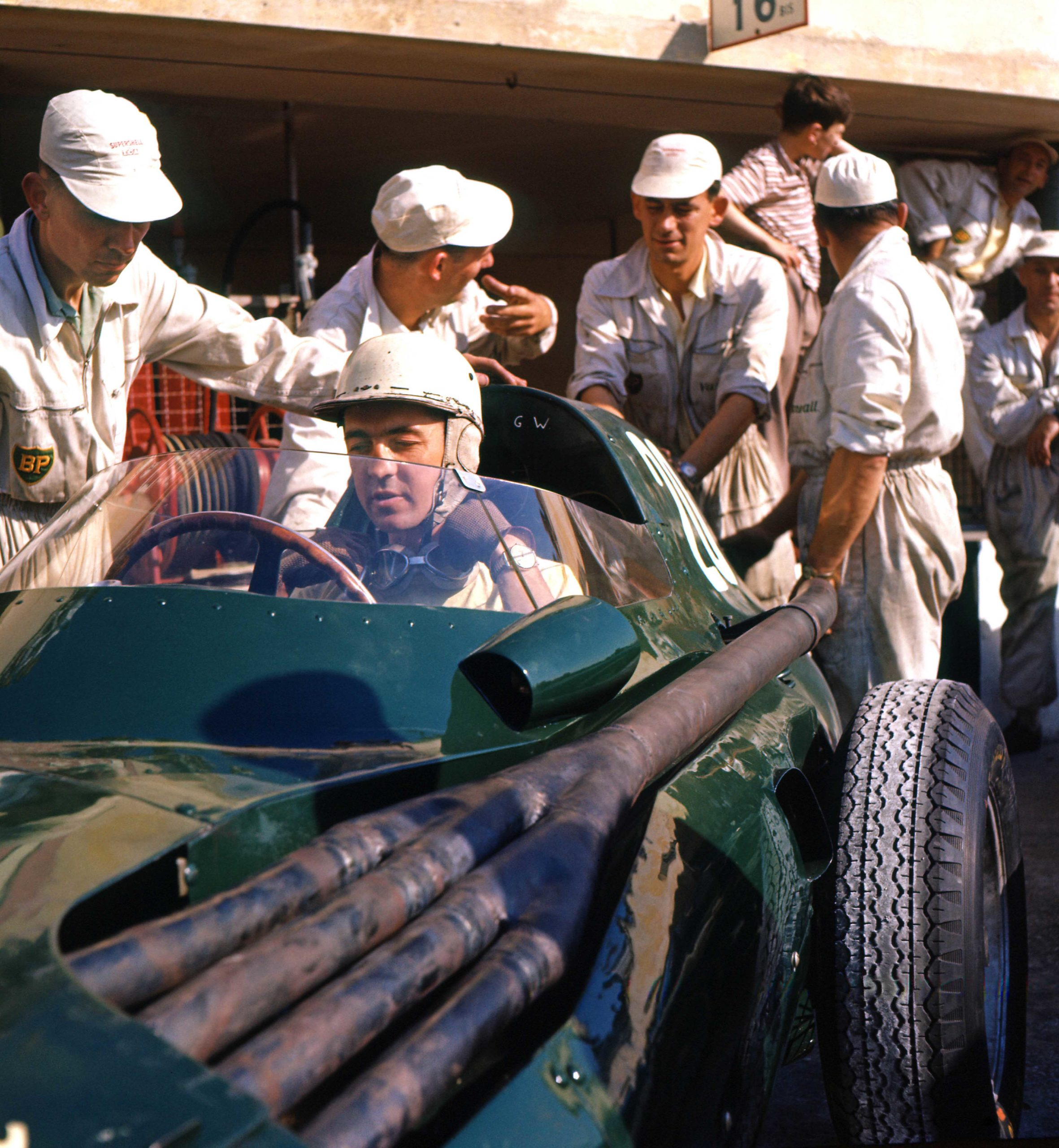 Stuart-Lewis-Evans-in-the-Vanwall-of-team-mate-Roy-Salvadori-with-mechanics-in-the-pits-before-the-1957-Franch-Grand-Prix-in-Rouen