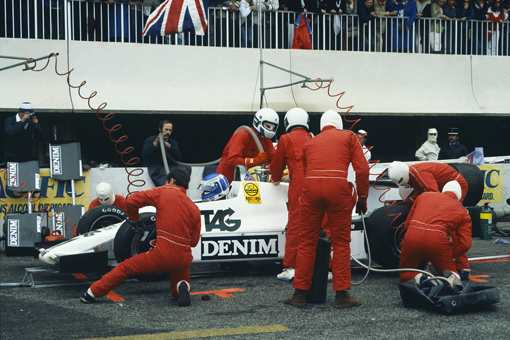 Keke Rosberg, Williams FW08C Ford, makes a pitstop.